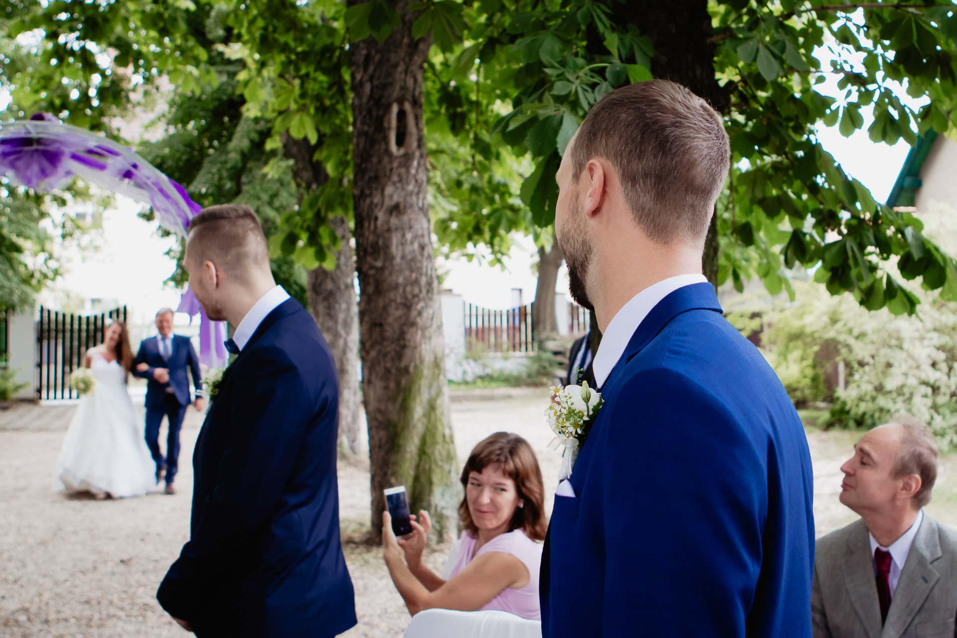 svatební-fotograf-dolní-počernice-svatební-fotograf-Zámecký-park-Dolní-Počernice-14