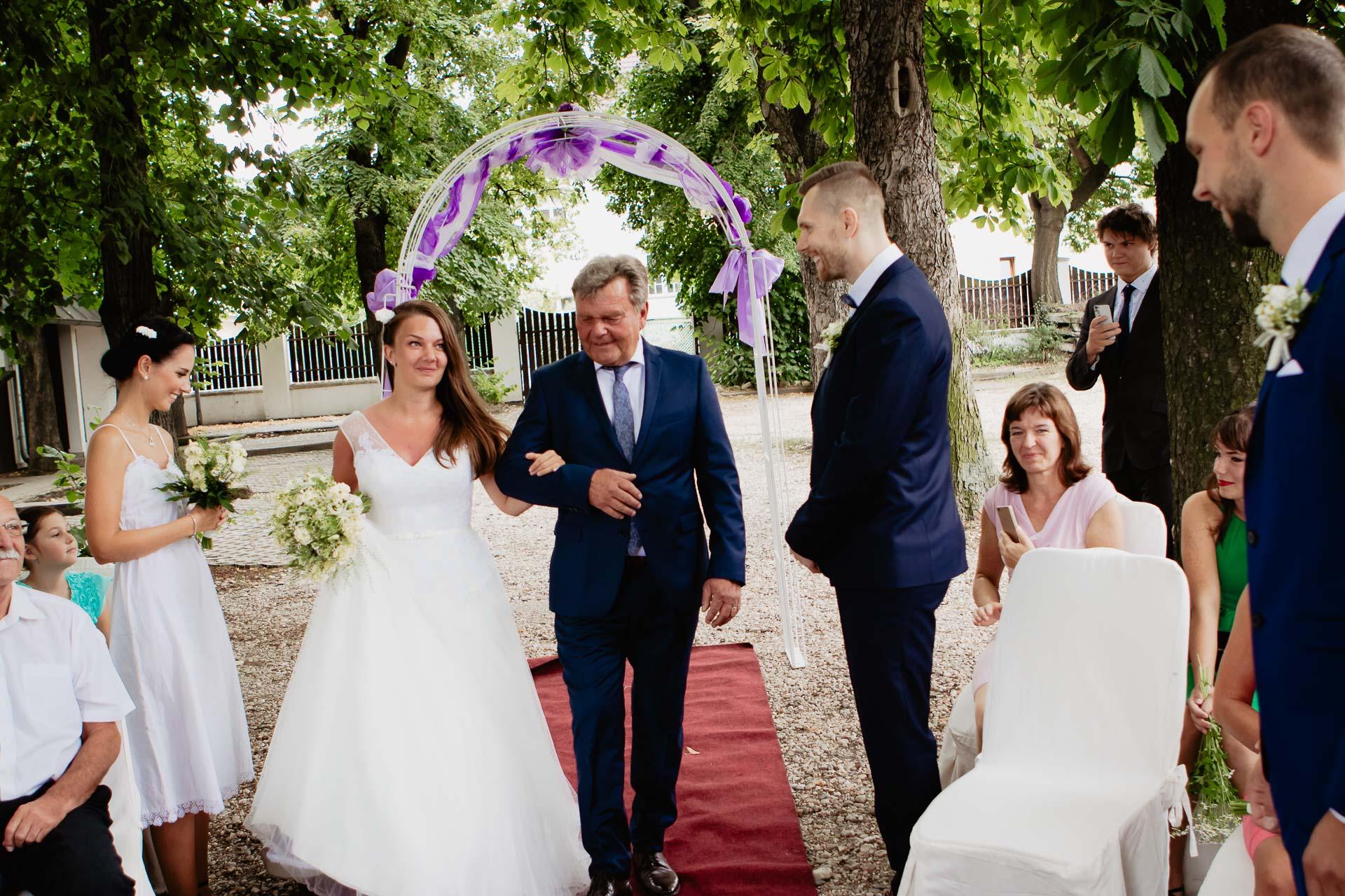 svatební-fotograf-dolní-počernice-svatební-fotograf-Zámecký-park-Dolní-Počernice-16