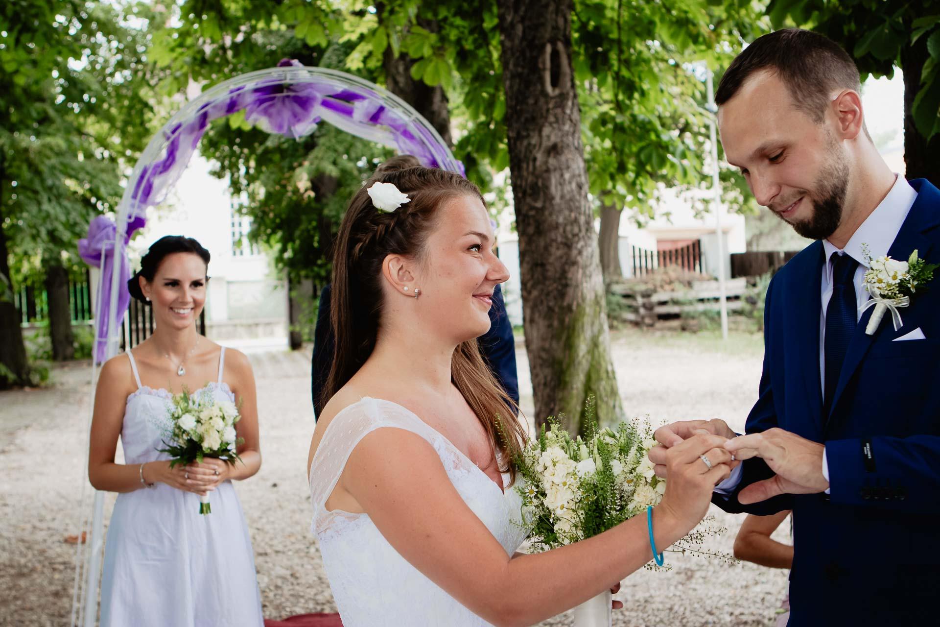 svatební-fotograf-dolní-počernice-svatební-fotograf-Zámecký-park-Dolní-Počernice-39