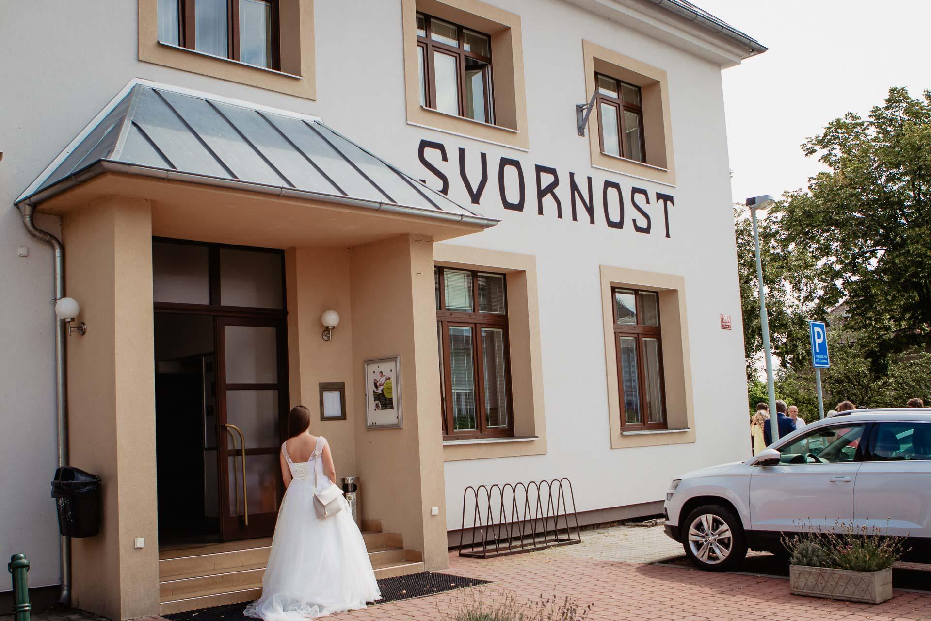 svatební-fotograf-dolní-počernice-svatební-fotograf-Zámecký-park-Dolní-Počernice-4