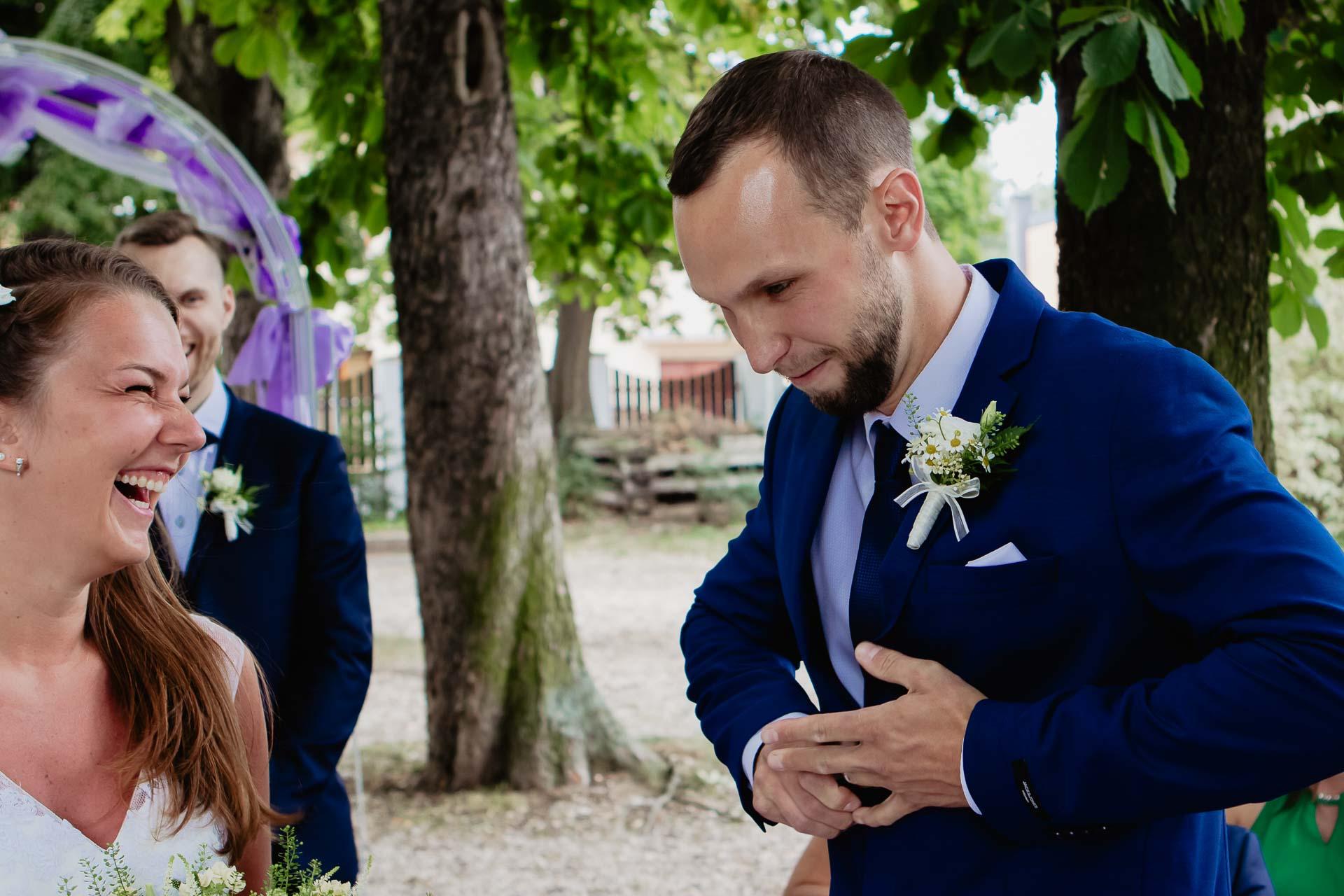 svatební-fotograf-dolní-počernice-svatební-fotograf-Zámecký-park-Dolní-Počernice-41
