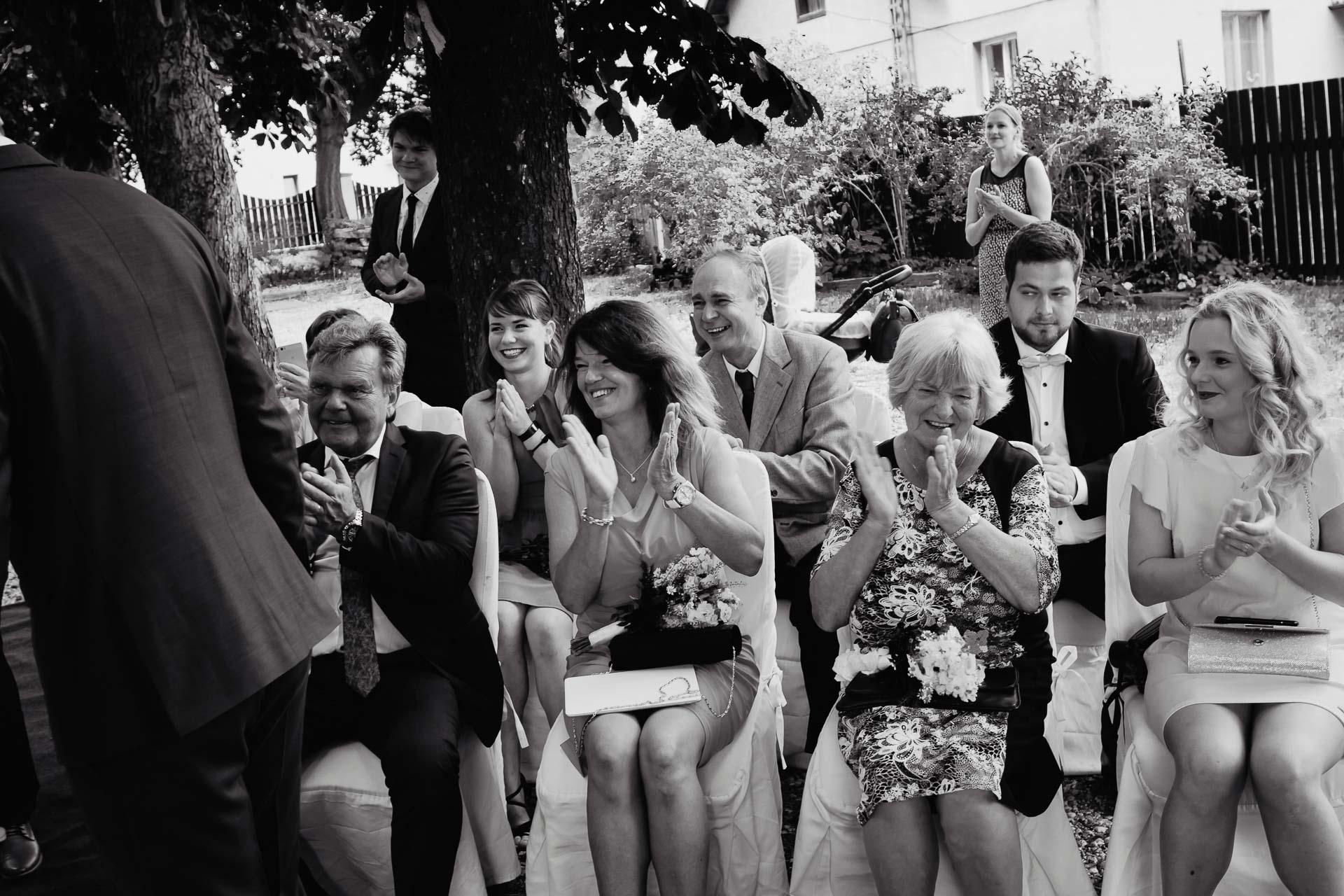 svatební-fotograf-dolní-počernice-svatební-fotograf-Zámecký-park-Dolní-Počernice-48