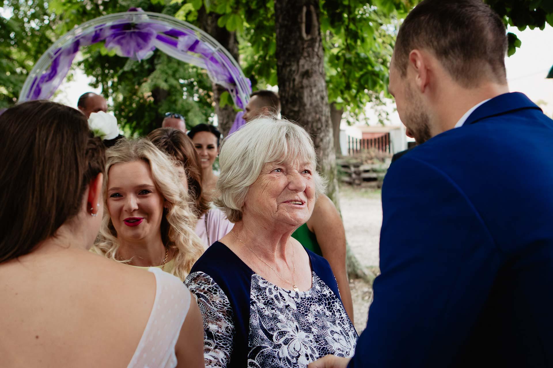 svatební-fotograf-dolní-počernice-svatební-fotograf-Zámecký-park-Dolní-Počernice-69