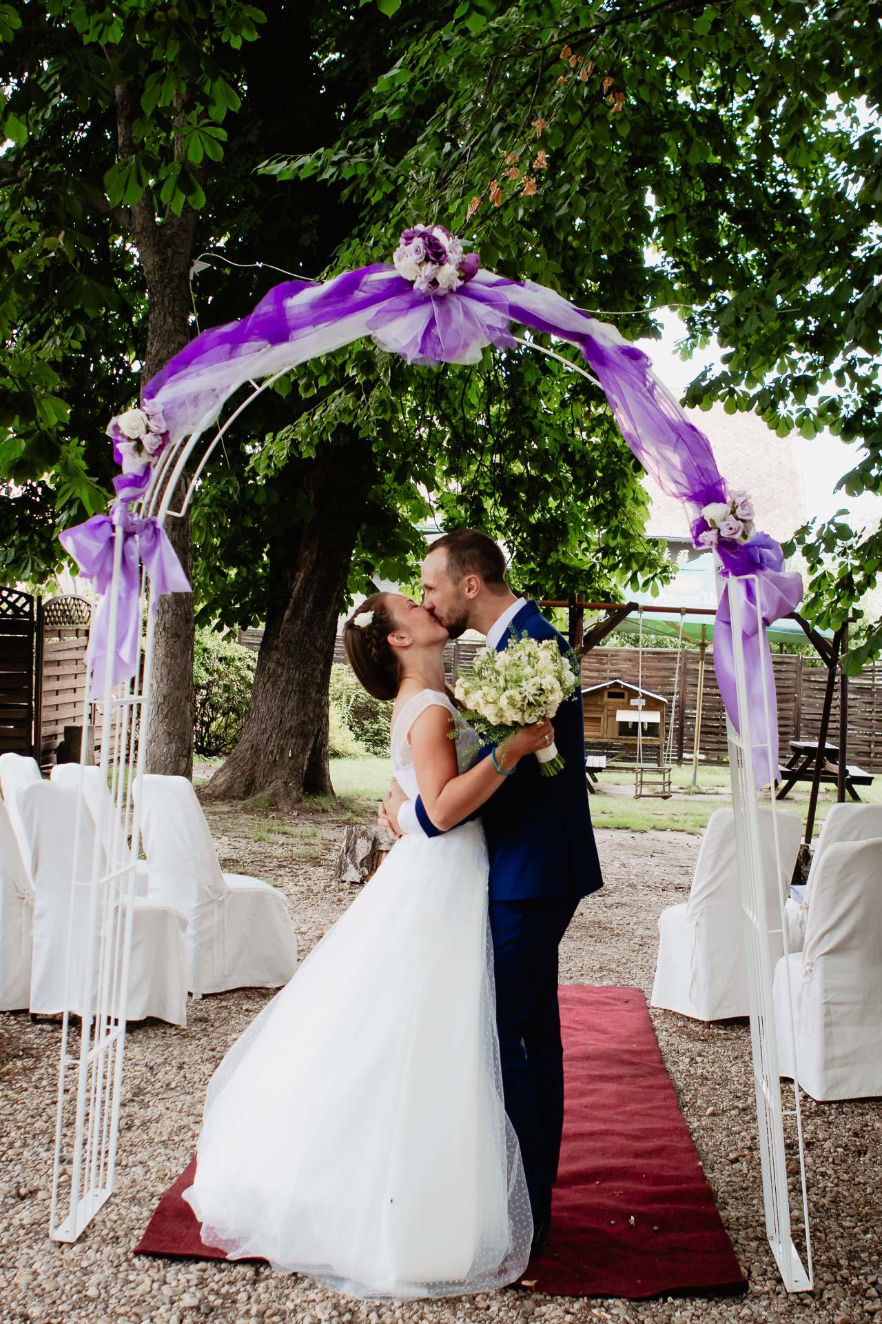 svatební-fotograf-dolní-počernice-svatební-fotograf-Zámecký-park-Dolní-Počernice-94