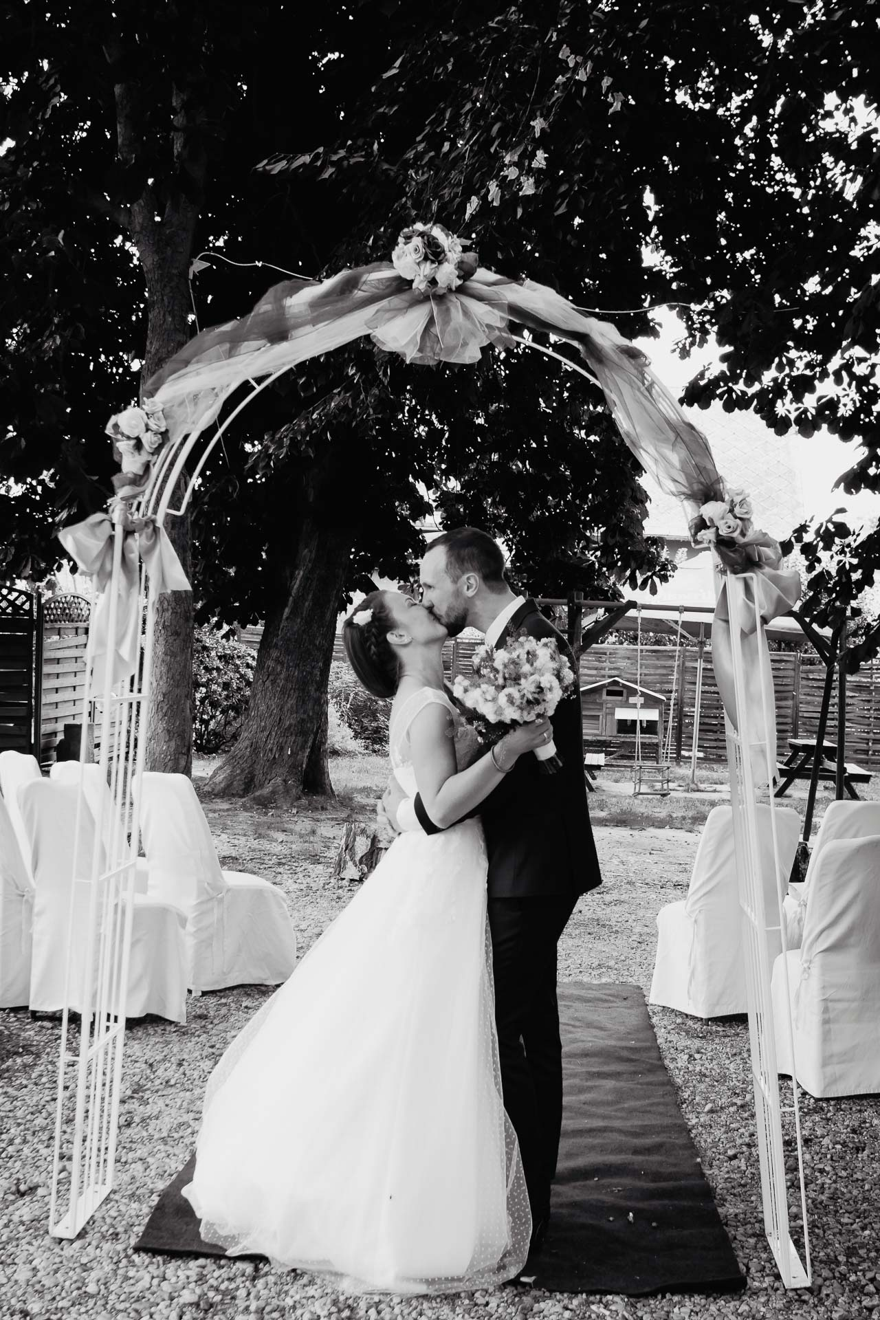 svatební-fotograf-dolní-počernice-svatební-fotograf-Zámecký-park-Dolní-Počernice-95