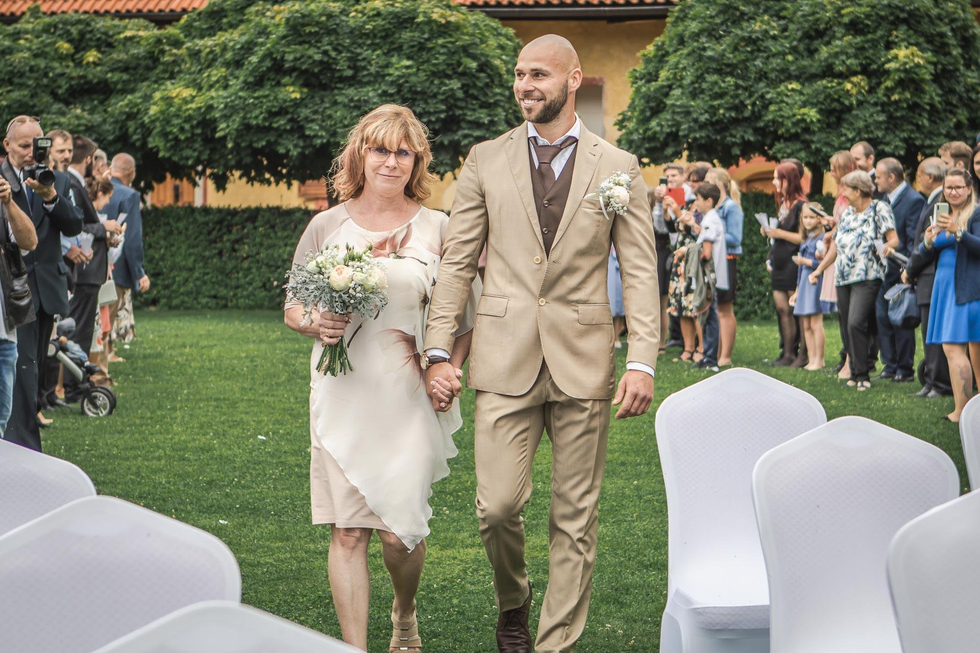 Svatební-fotograf-Dvůr-Pecínov-Benešov-8762