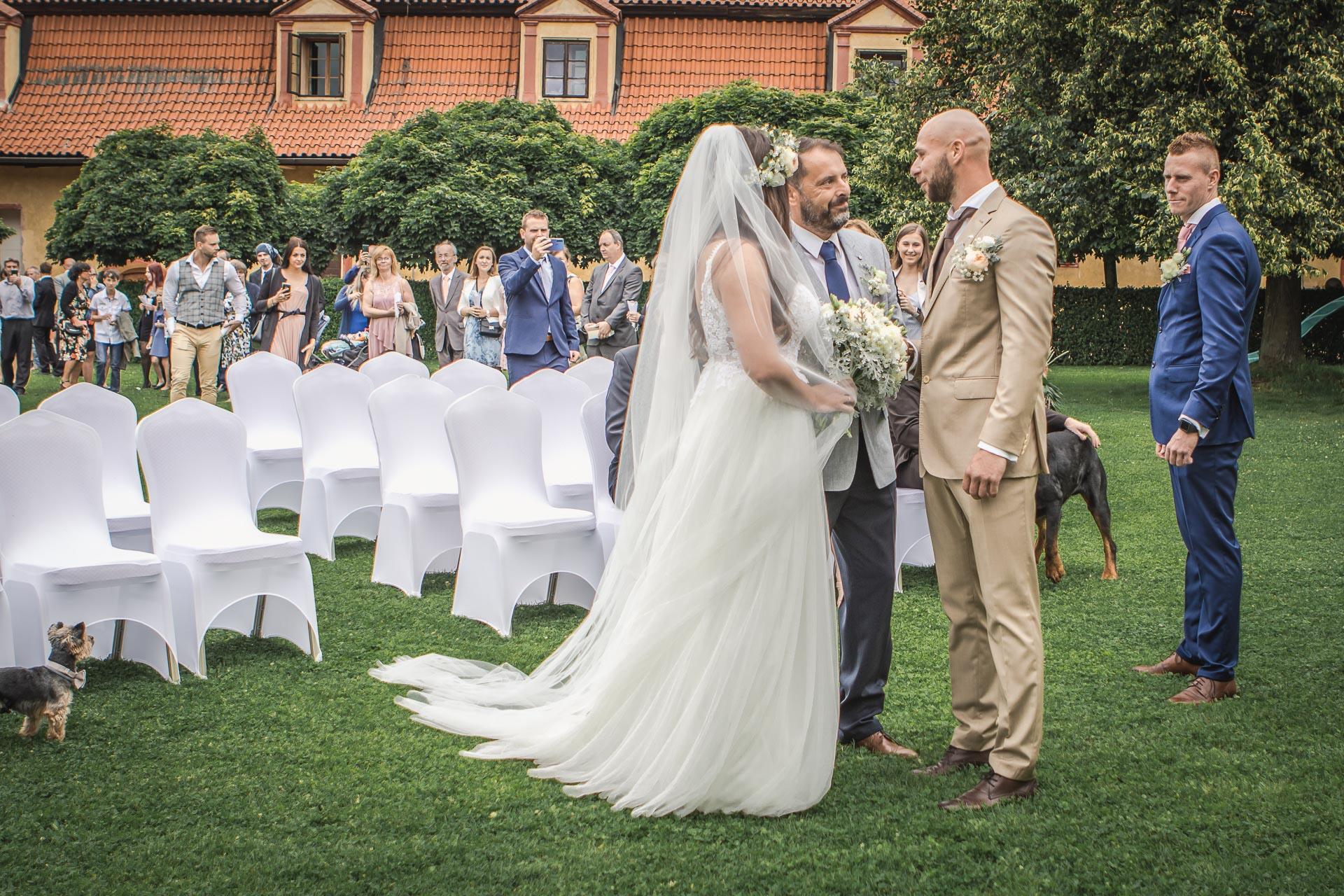 Svatební-fotograf-Dvůr-Pecínov-Benešov-8792