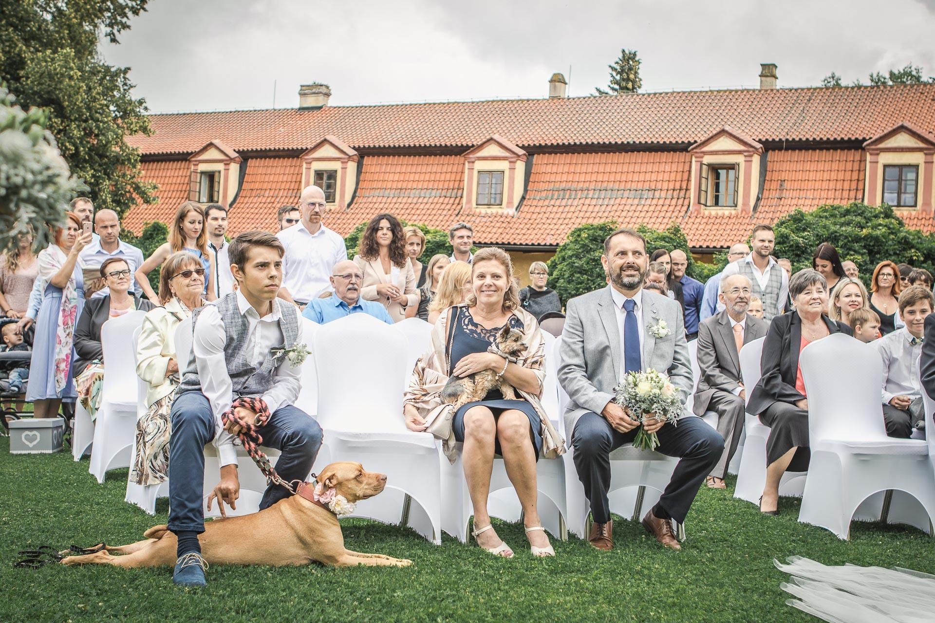 Svatební-fotograf-Dvůr-Pecínov-Benešov-8808