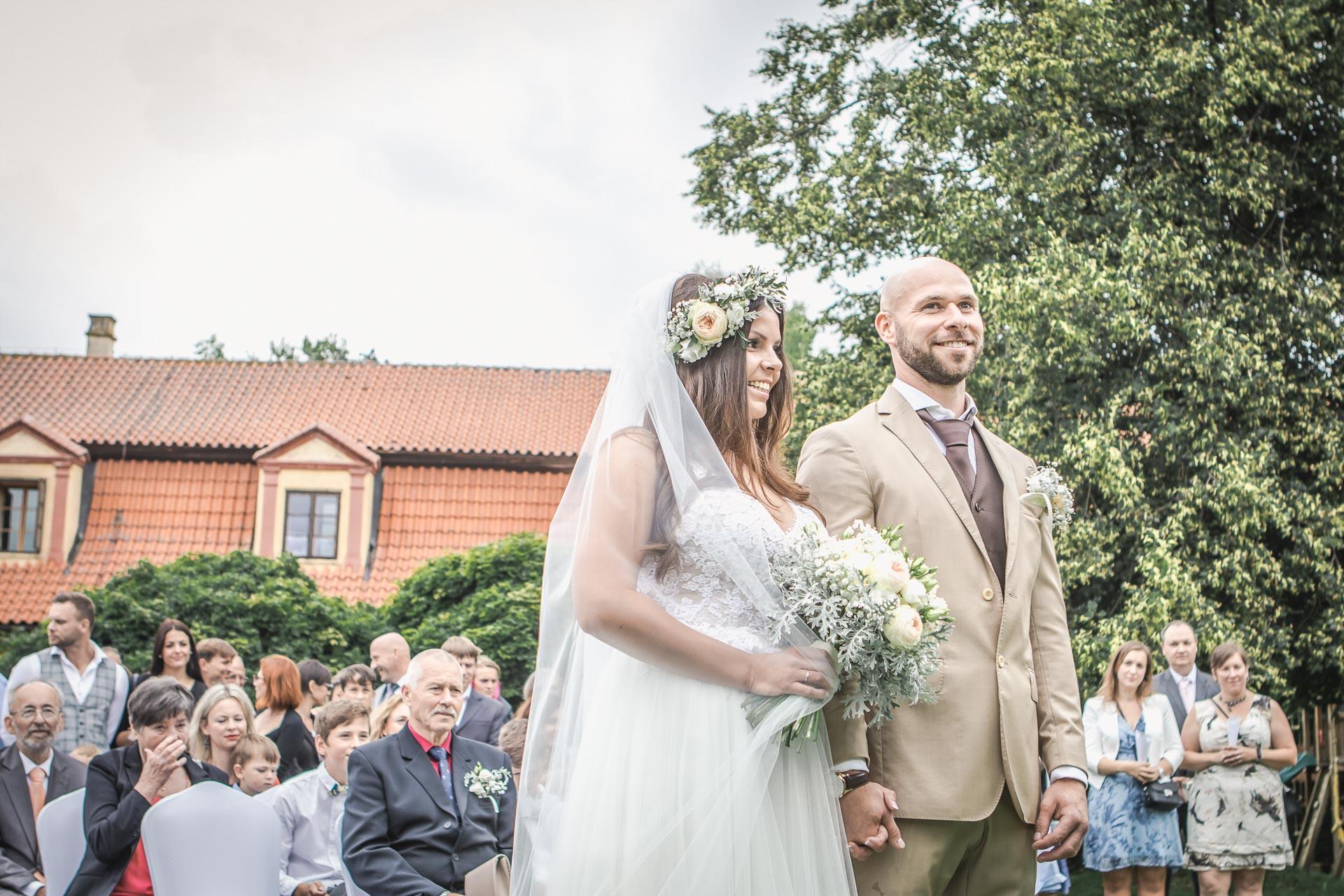 Svatební-fotograf-Dvůr-Pecínov-Benešov-8813
