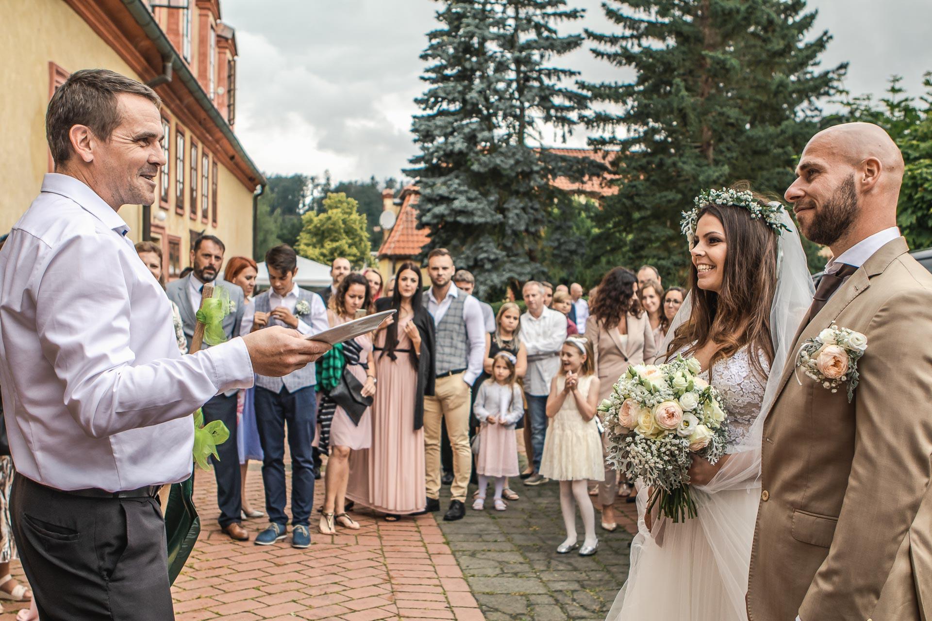 Svatební-fotograf-Dvůr-Pecínov-Benešov-9326