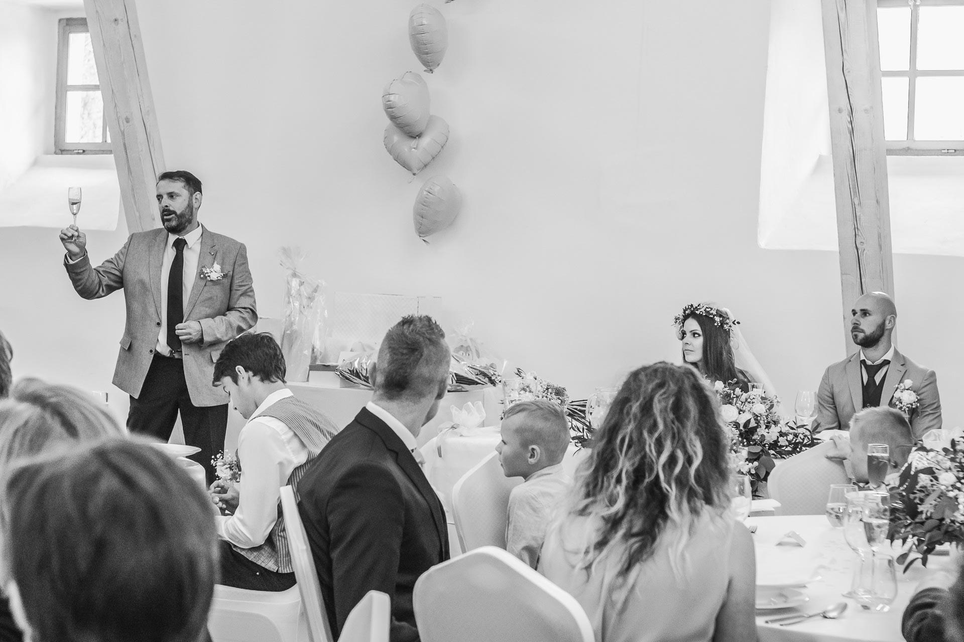 Svatební-fotograf-Dvůr-Pecínov-Benešov-9434