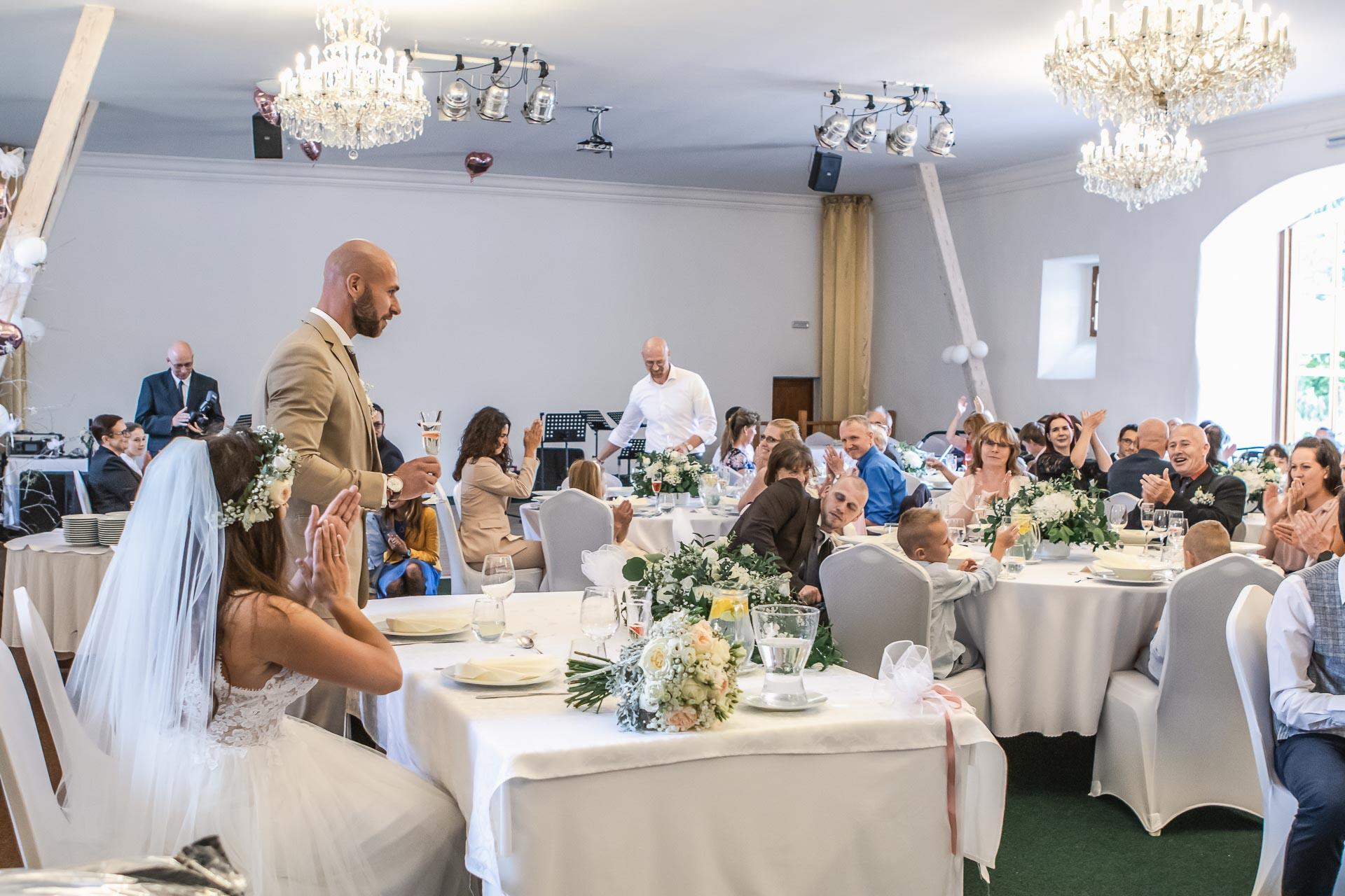 Svatební-fotograf-Dvůr-Pecínov-Benešov-9465