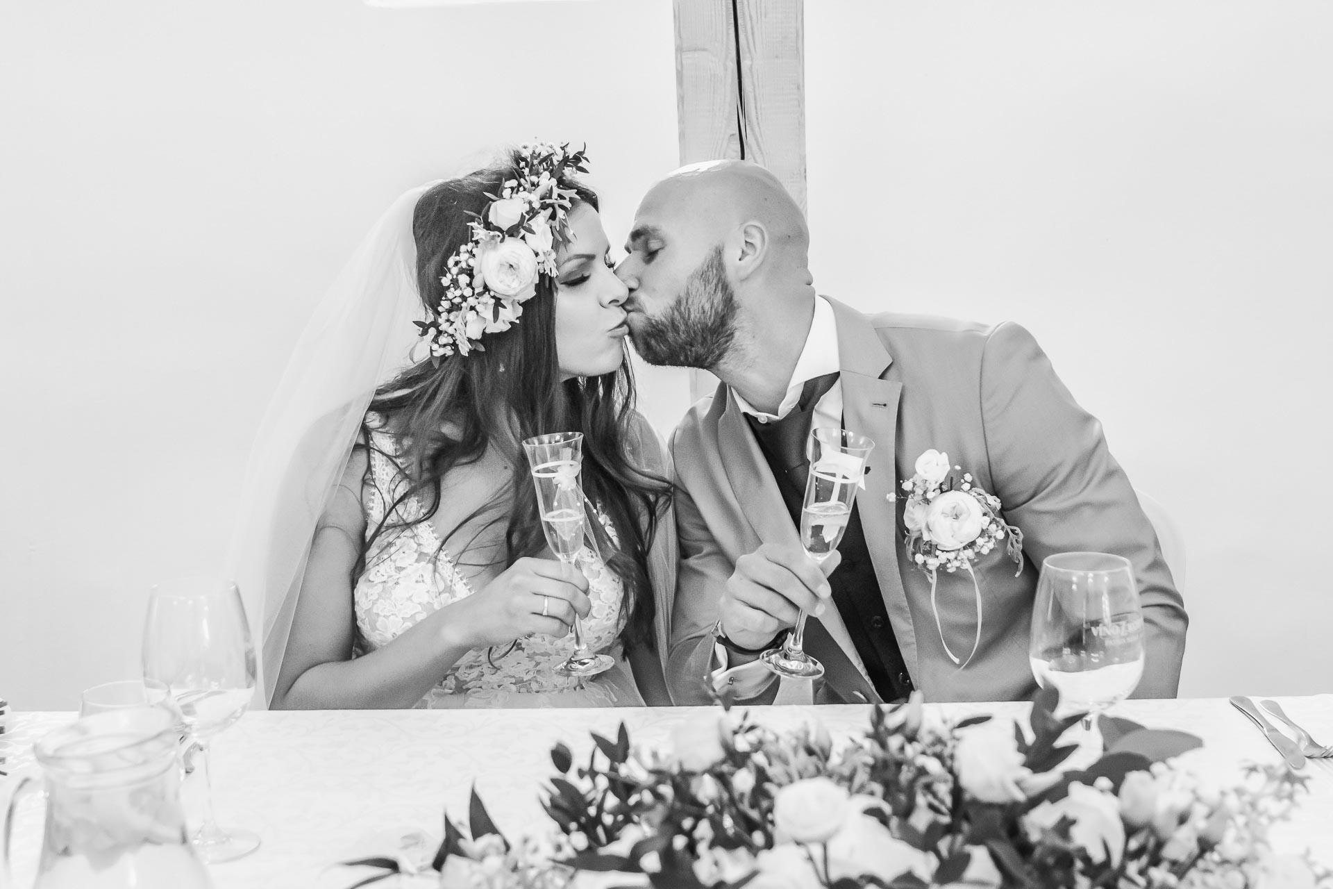 Svatební-fotograf-Dvůr-Pecínov-Benešov-9475