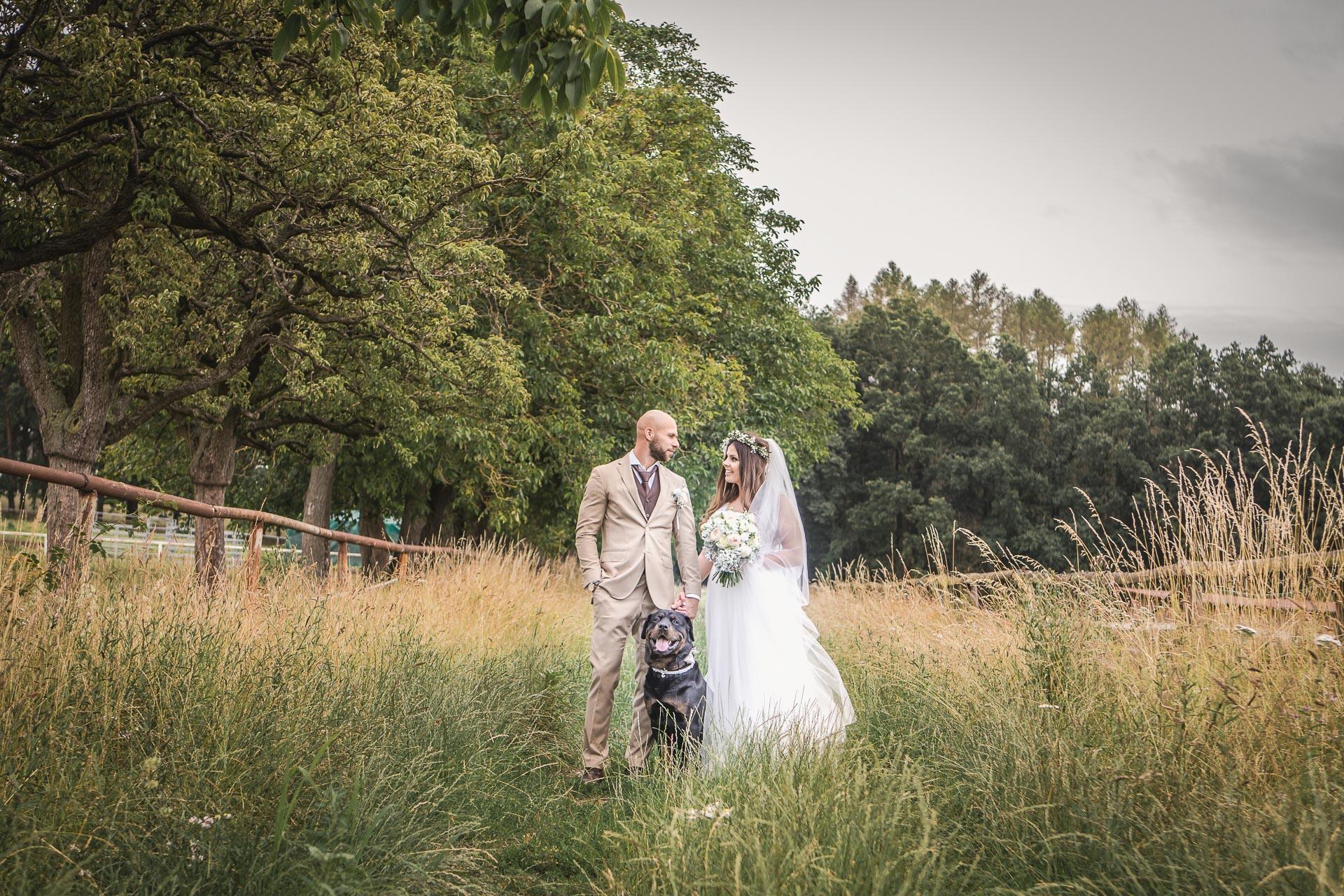 Svatební-fotograf-Dvůr-Pecínov-Benešov-9519
