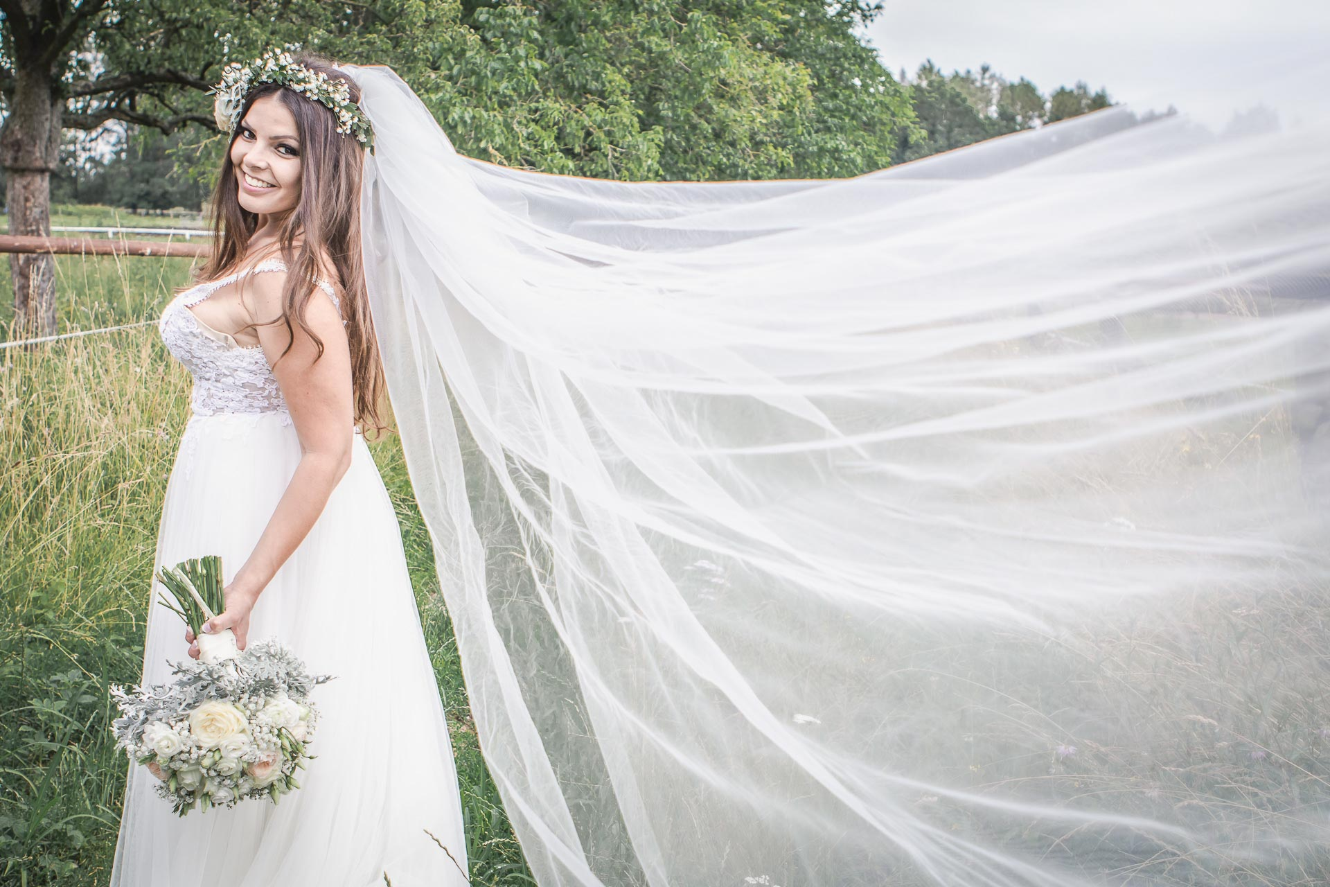 Svatební-fotograf-Dvůr-Pecínov-Benešov-9552