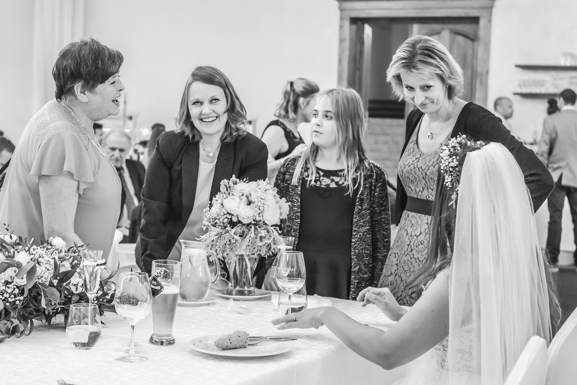 Svatební-fotograf-Dvůr-Pecínov-Benešov-9782
