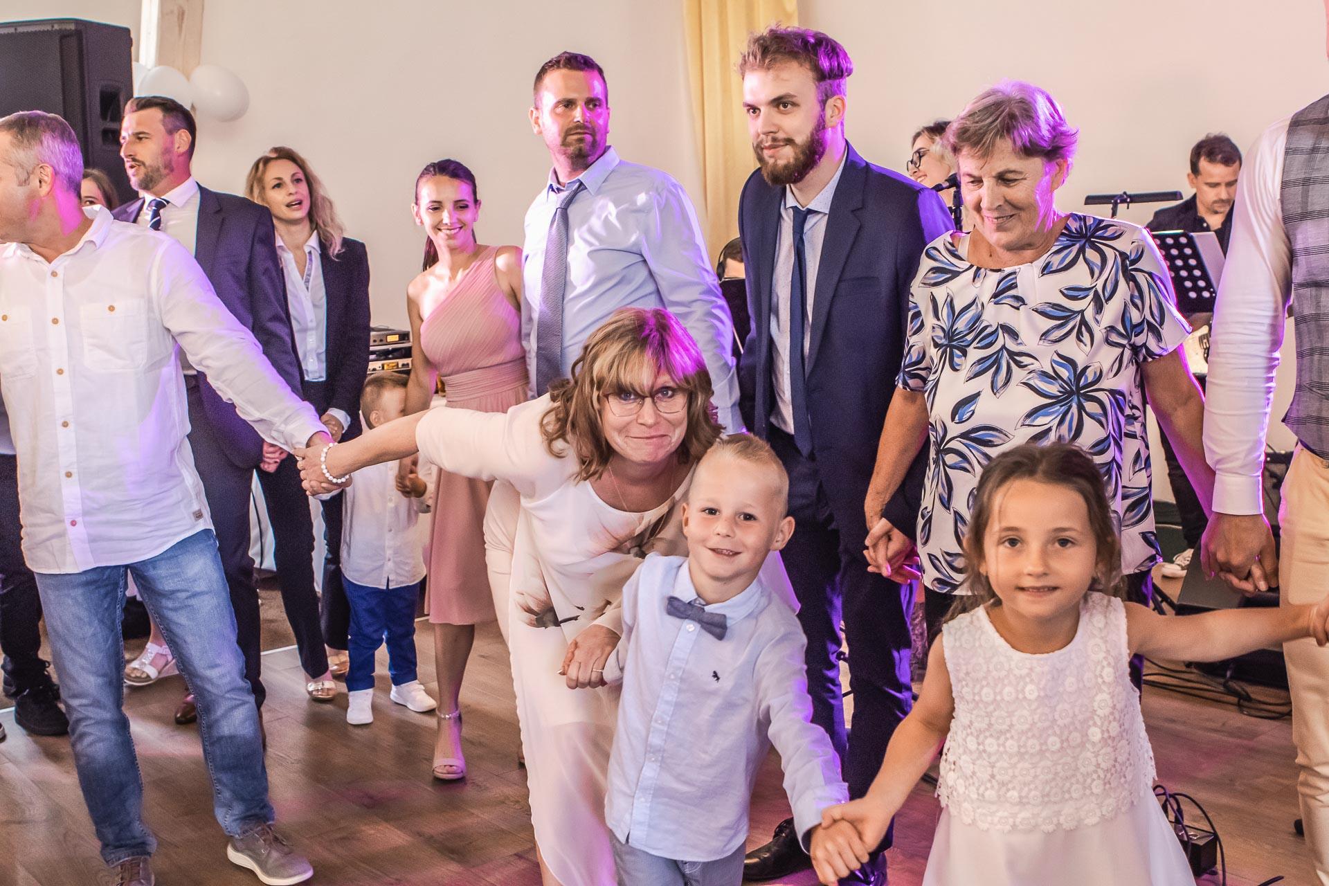 Svatební-fotograf-Dvůr-Pecínov-Benešov-9874