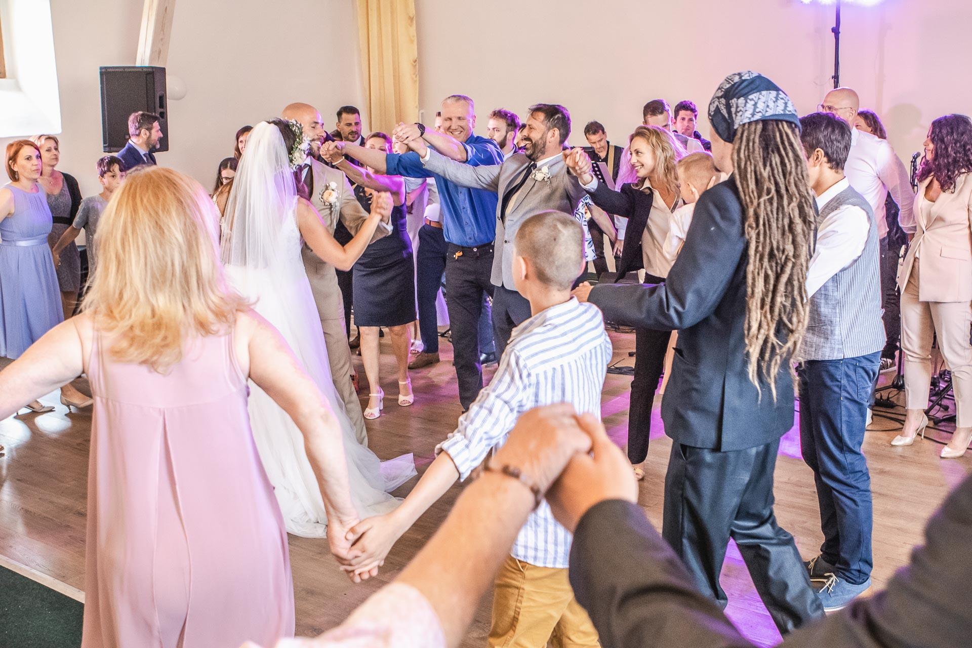 Svatební-fotograf-Dvůr-Pecínov-Benešov-9885