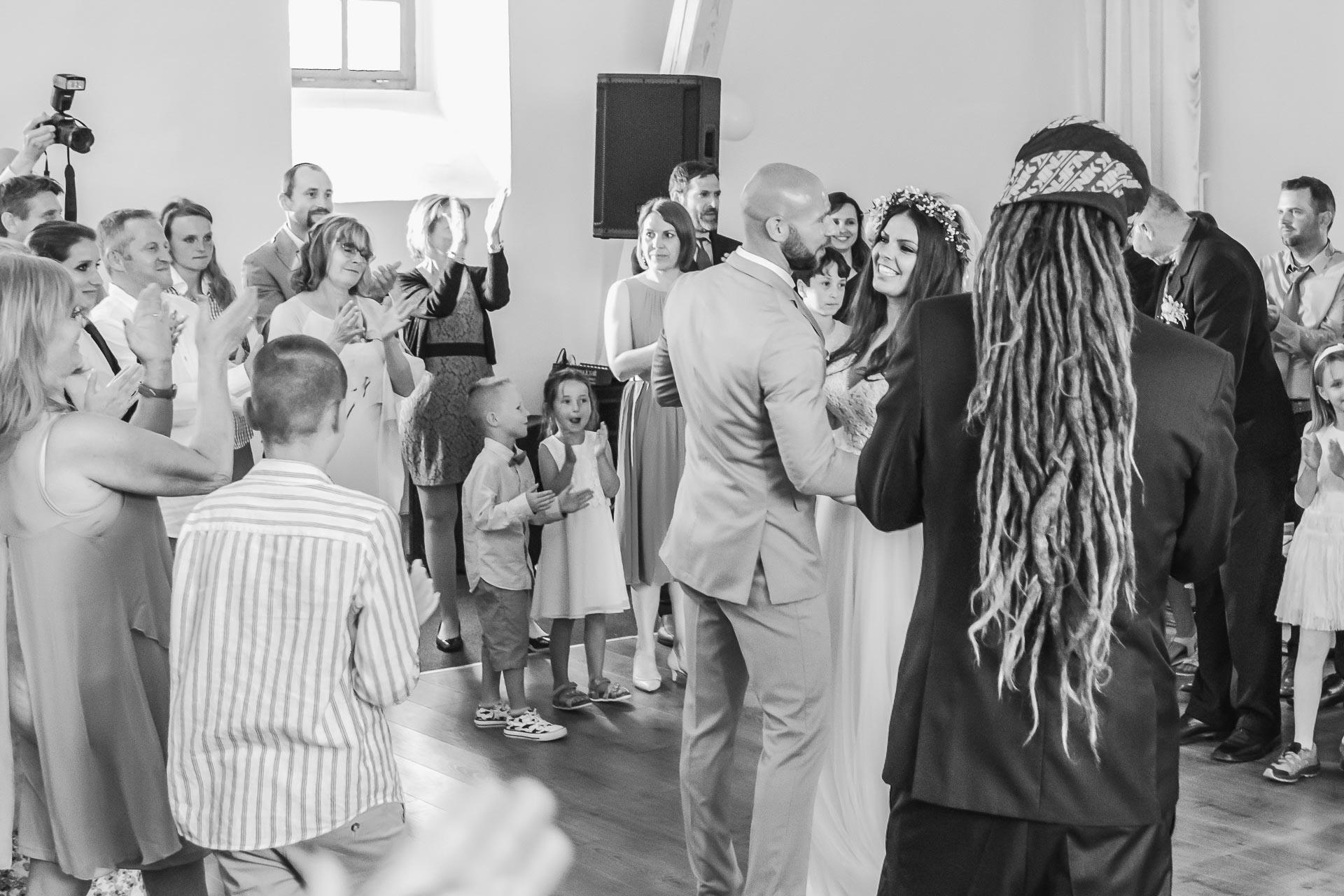 Svatební-fotograf-Dvůr-Pecínov-Benešov-9889