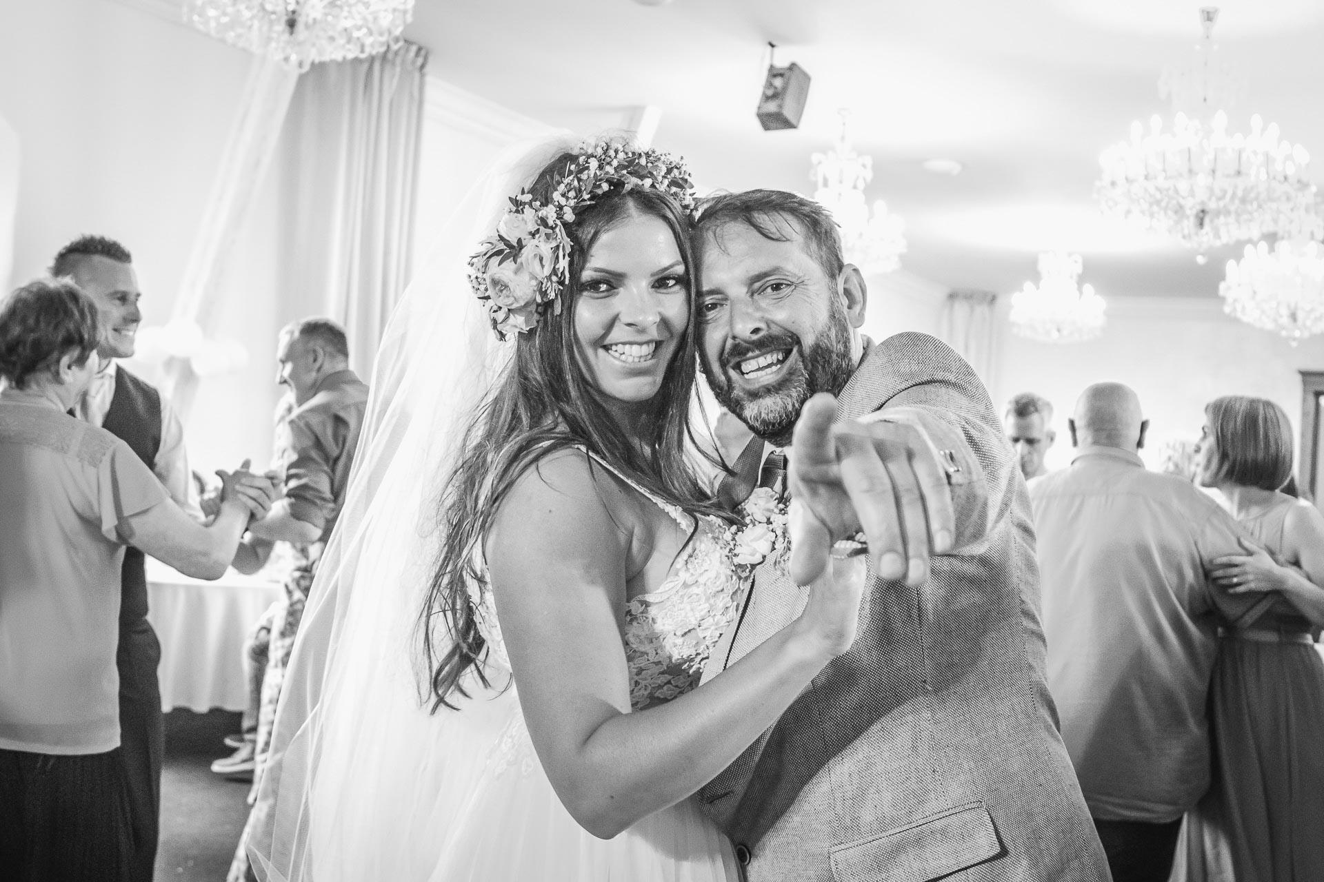 Svatební-fotograf-Dvůr-Pecínov-Benešov-9908