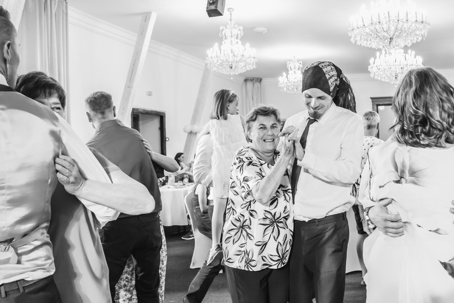 Svatební-fotograf-Dvůr-Pecínov-Benešov-9918