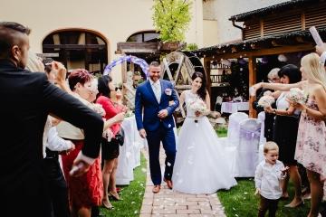 svatební-fotograf-Praha-Hotel-Selský-dvůr-Hostivař -2018