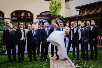 svatební-fotograf-Praha-Hotel-Selský-dvůr-Hostivař -2147