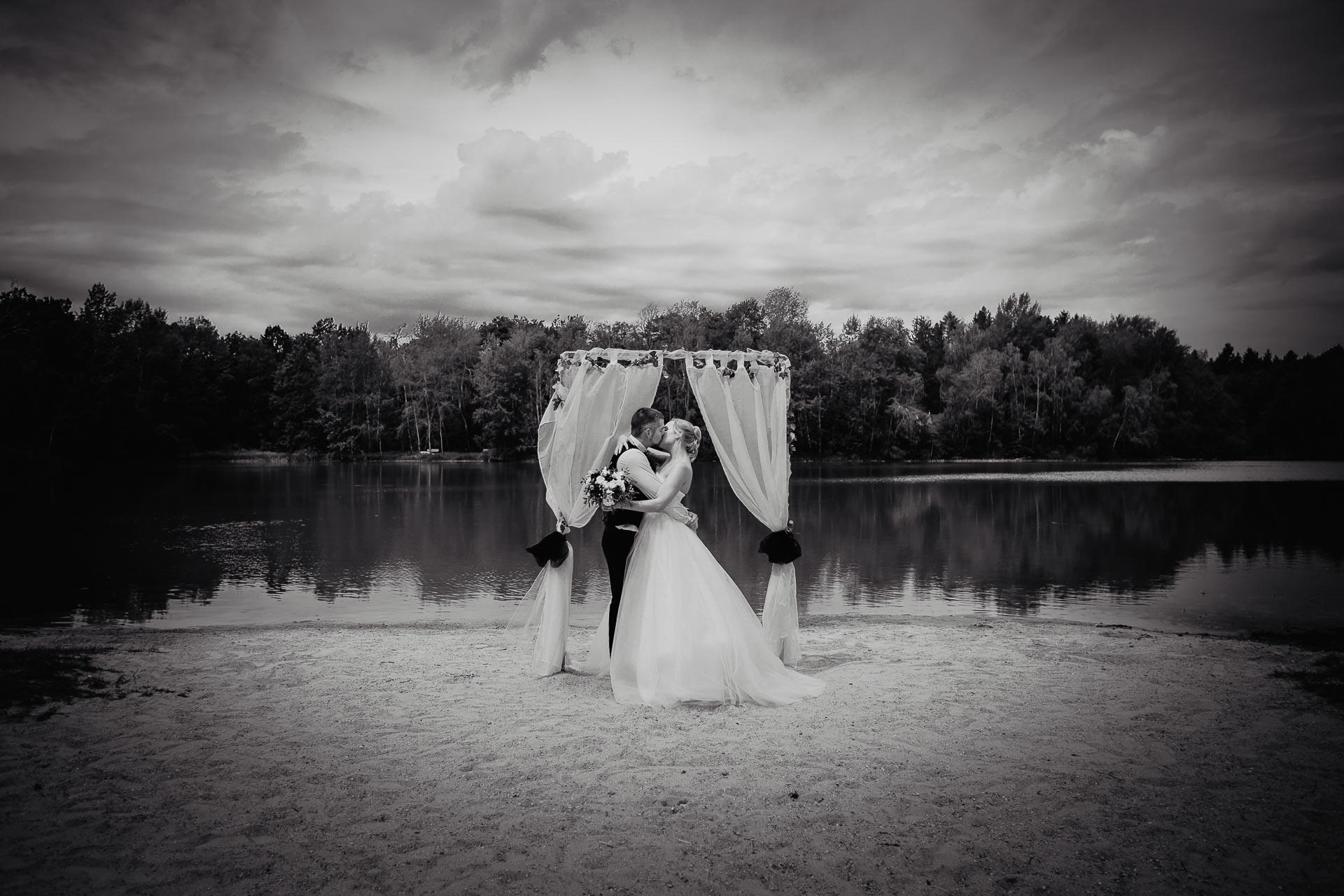svatební-fotograf-Jívák-svatební-fotograf-Loučeň-svatební-video-Loučeň-134