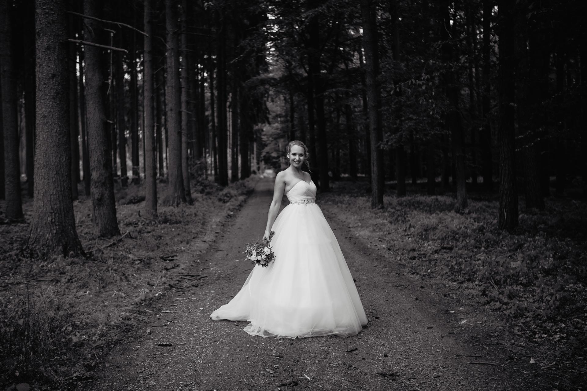 svatební-fotograf-Jívák-svatební-fotograf-Loučeň-svatební-video-Loučeň-212