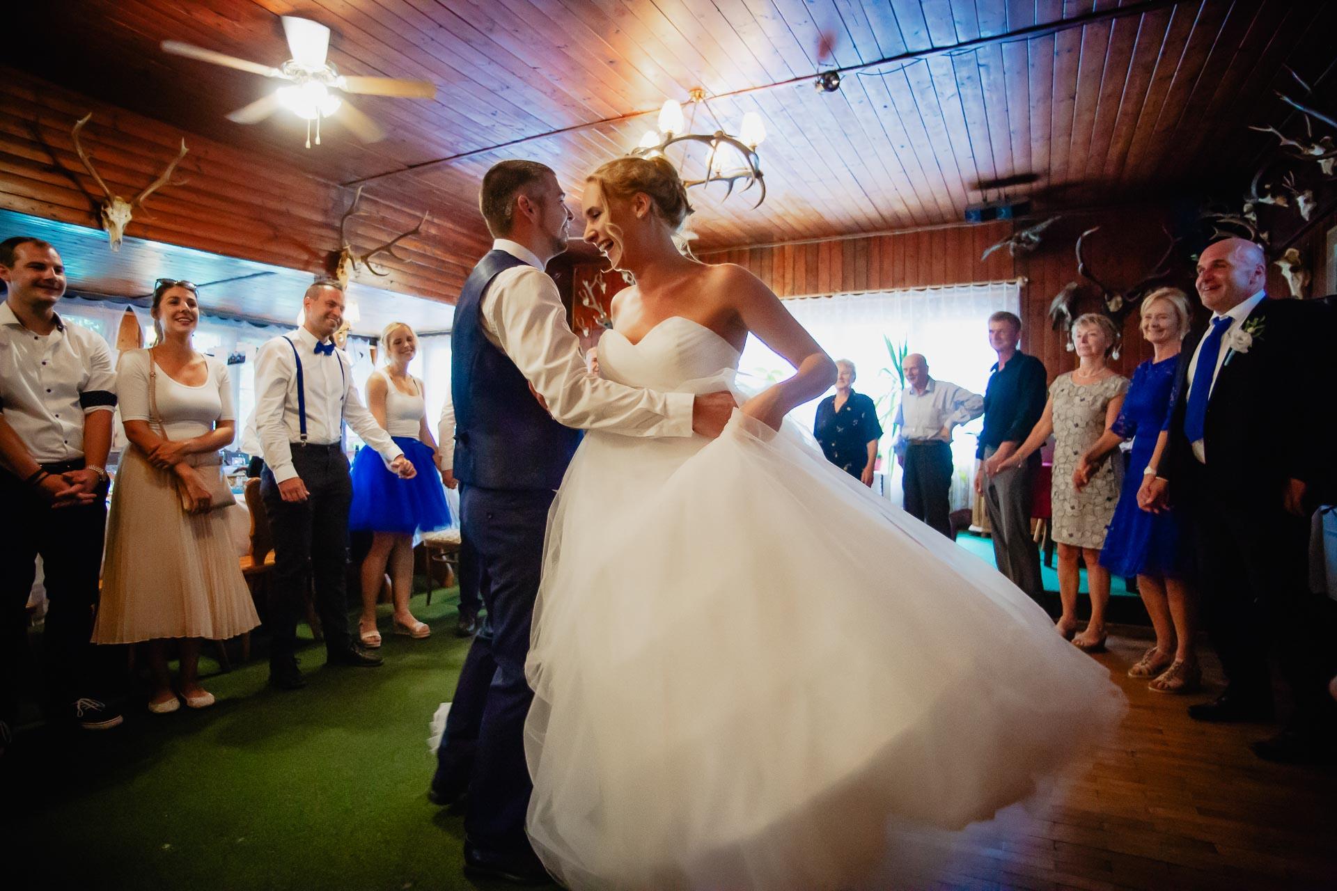 svatební-fotograf-Jívák-svatební-fotograf-Loučeň-svatební-video-Loučeň-271