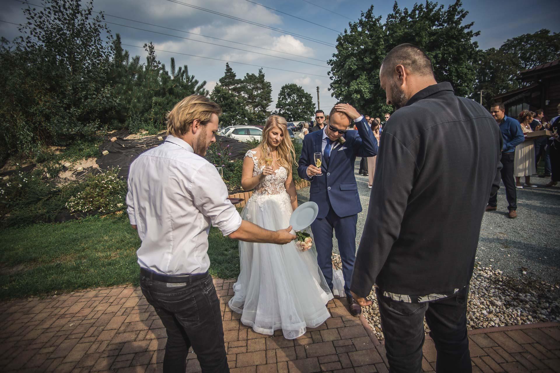 svatební-fotograf-zámek-Nové-Hrady-svatební-fotograf-Hradec-Králové-svatební-video-Hradec-Králové-215