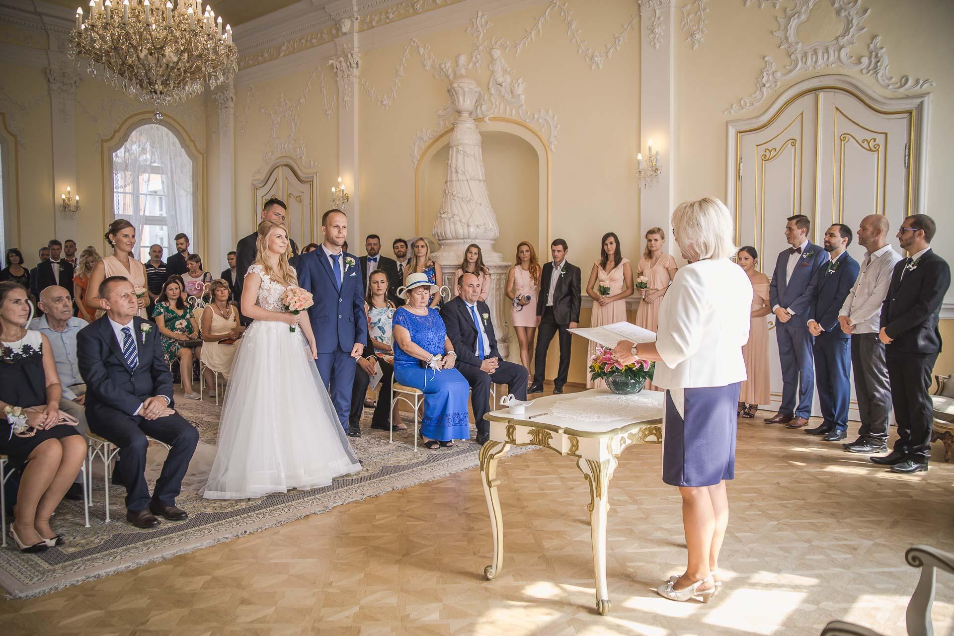 svatební-fotograf-zámek-Nové-Hrady-svatební-fotograf-Hradec-Králové-svatební-video-Hradec-Králové-32