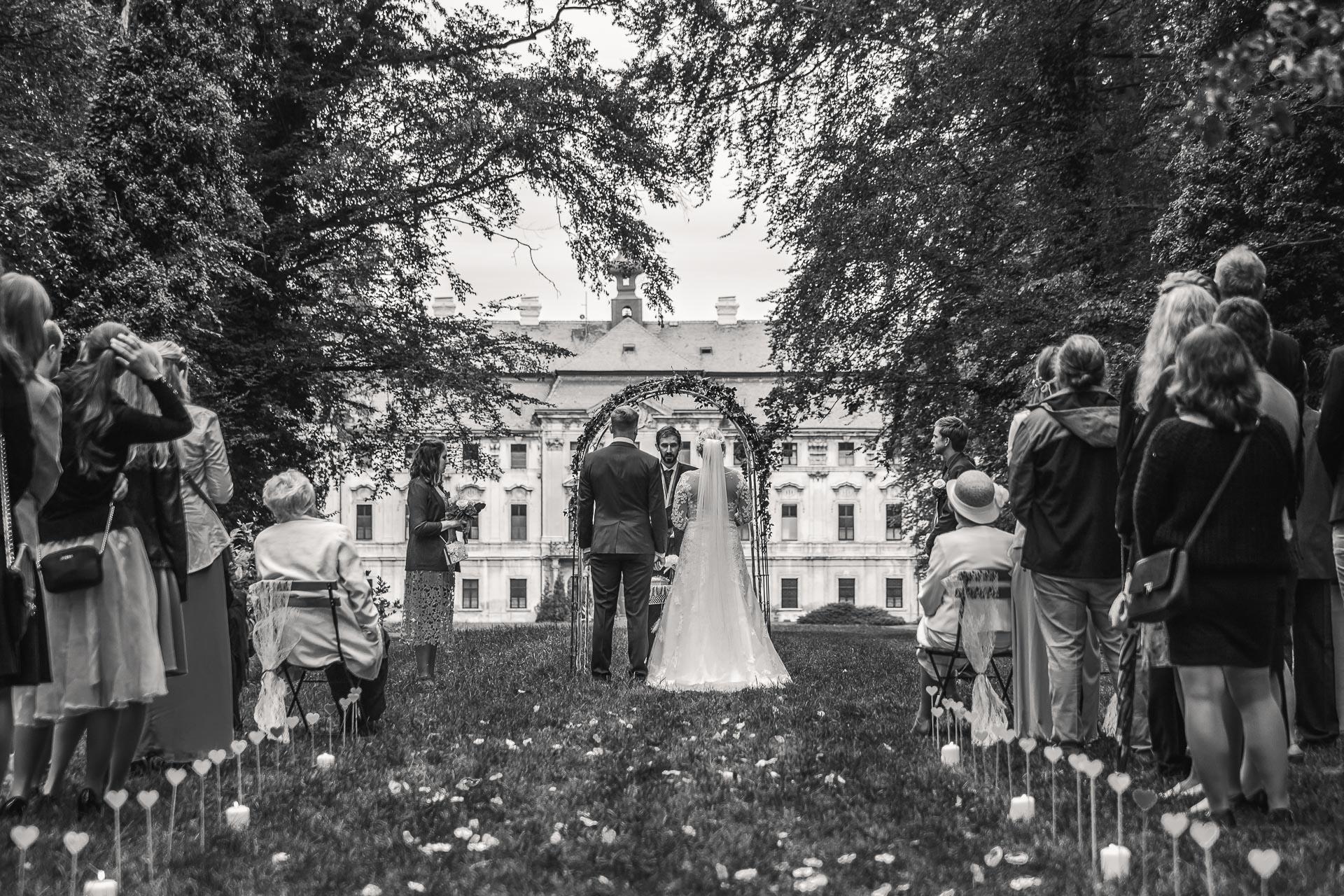 Svatební-fotograf-zámecký-park-Měšice-Svatba-Měšice-u-Prahy-7124