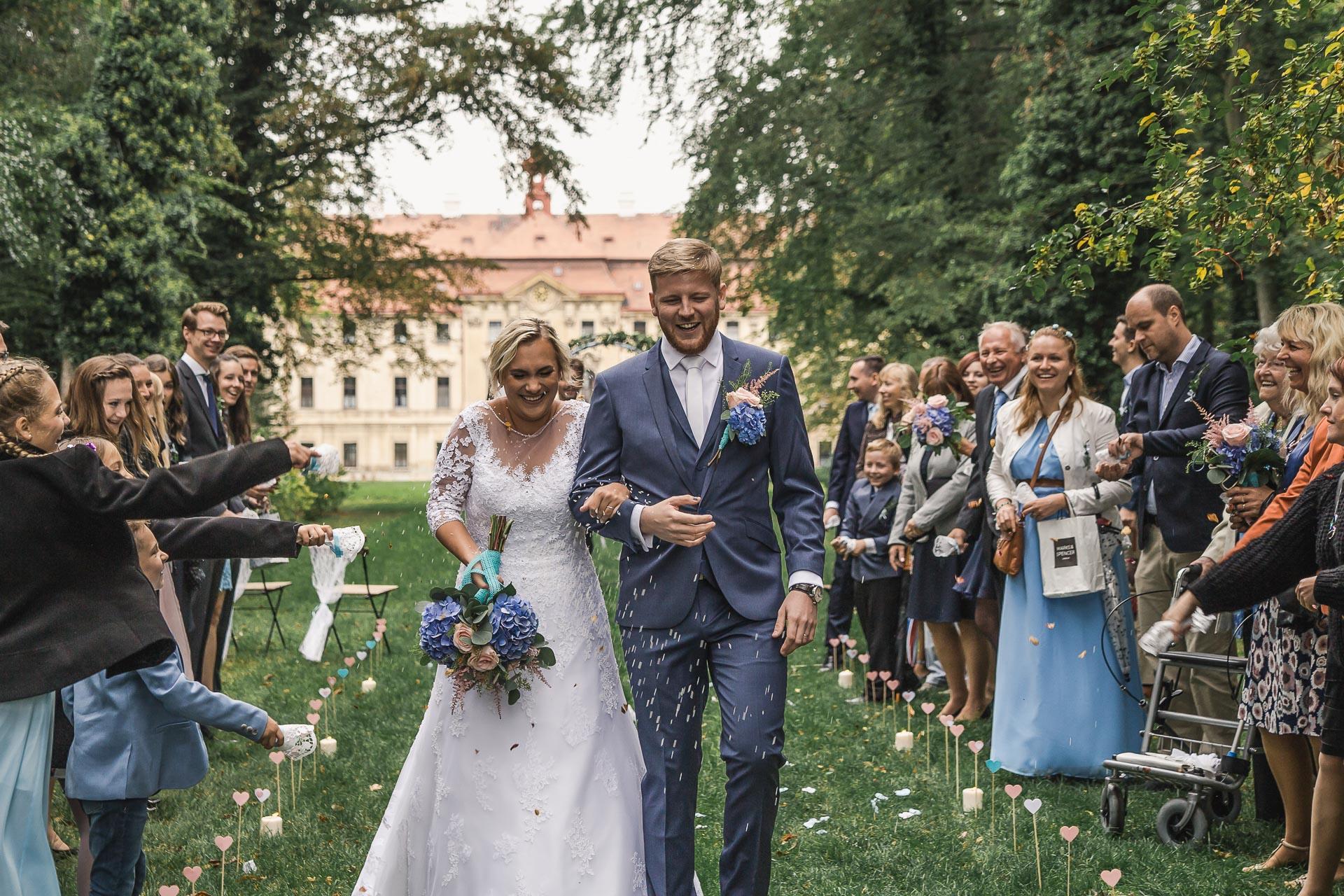 Svatební-fotograf-zámecký-park-Měšice-Svatba-Měšice-u-Prahy-7310