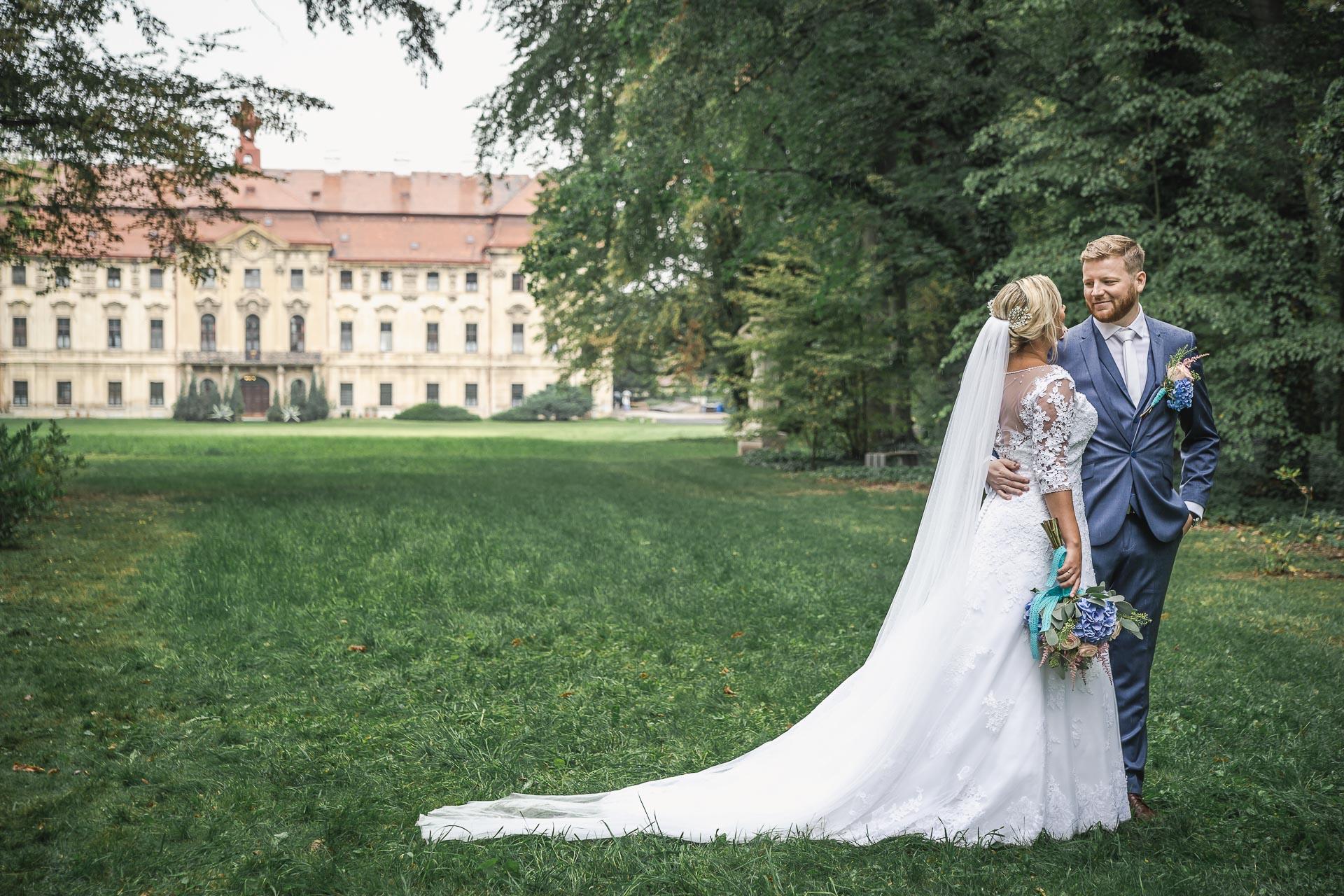 Svatební-fotograf-zámecký-park-Měšice-Svatba-Měšice-u-Prahy-7477