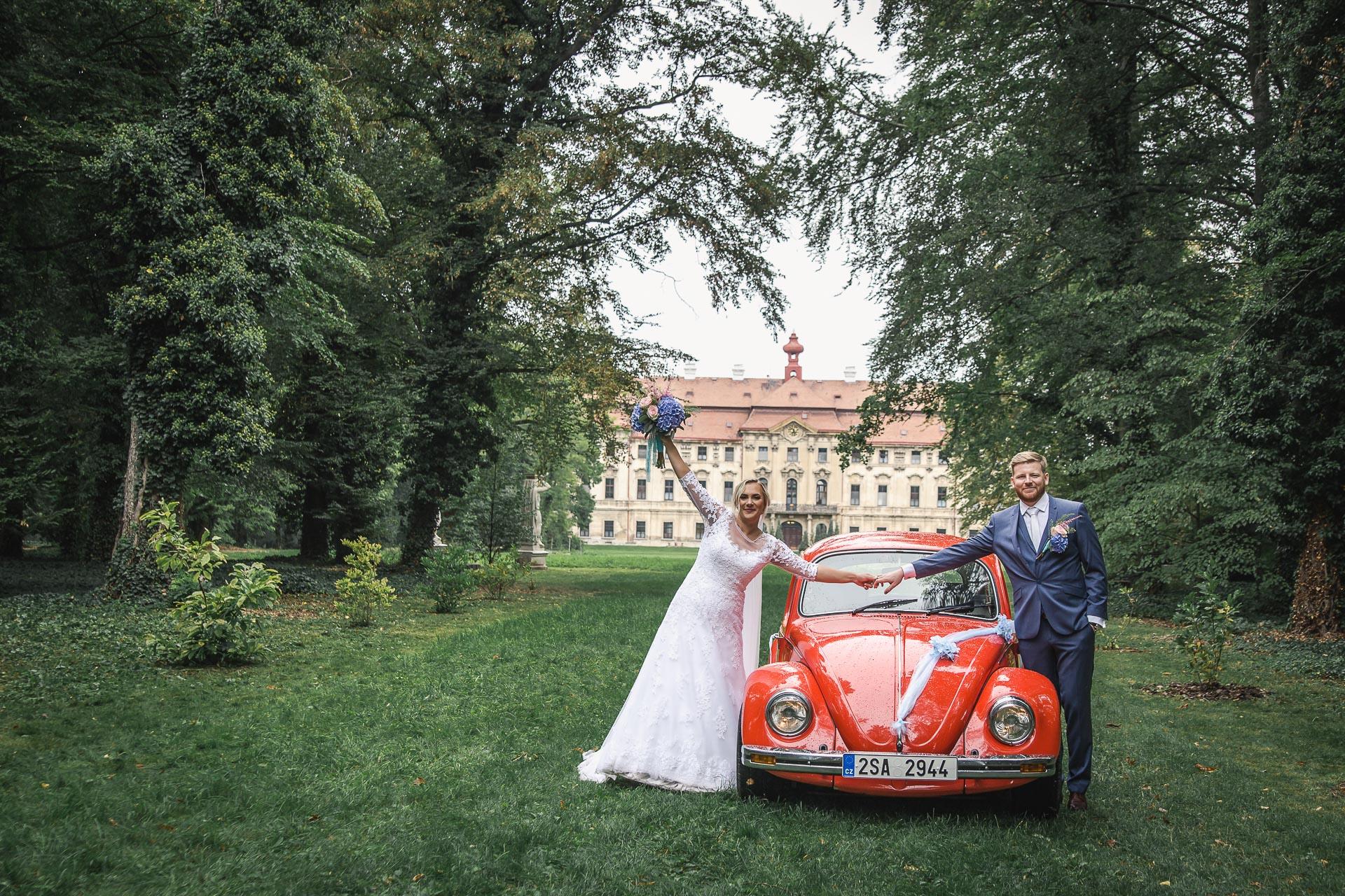 Svatební-fotograf-zámecký-park-Měšice-Svatba-Měšice-u-Prahy-7620