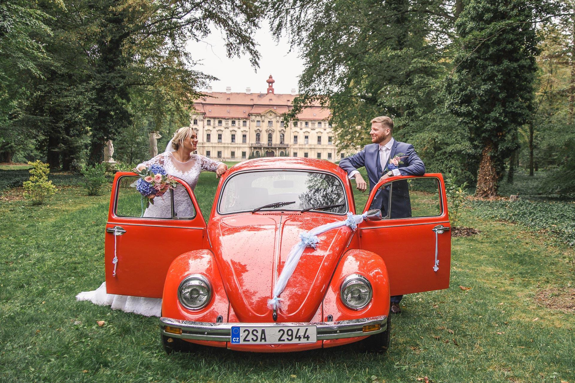 Svatební-fotograf-zámecký-park-Měšice-Svatba-Měšice-u-Prahy-7625