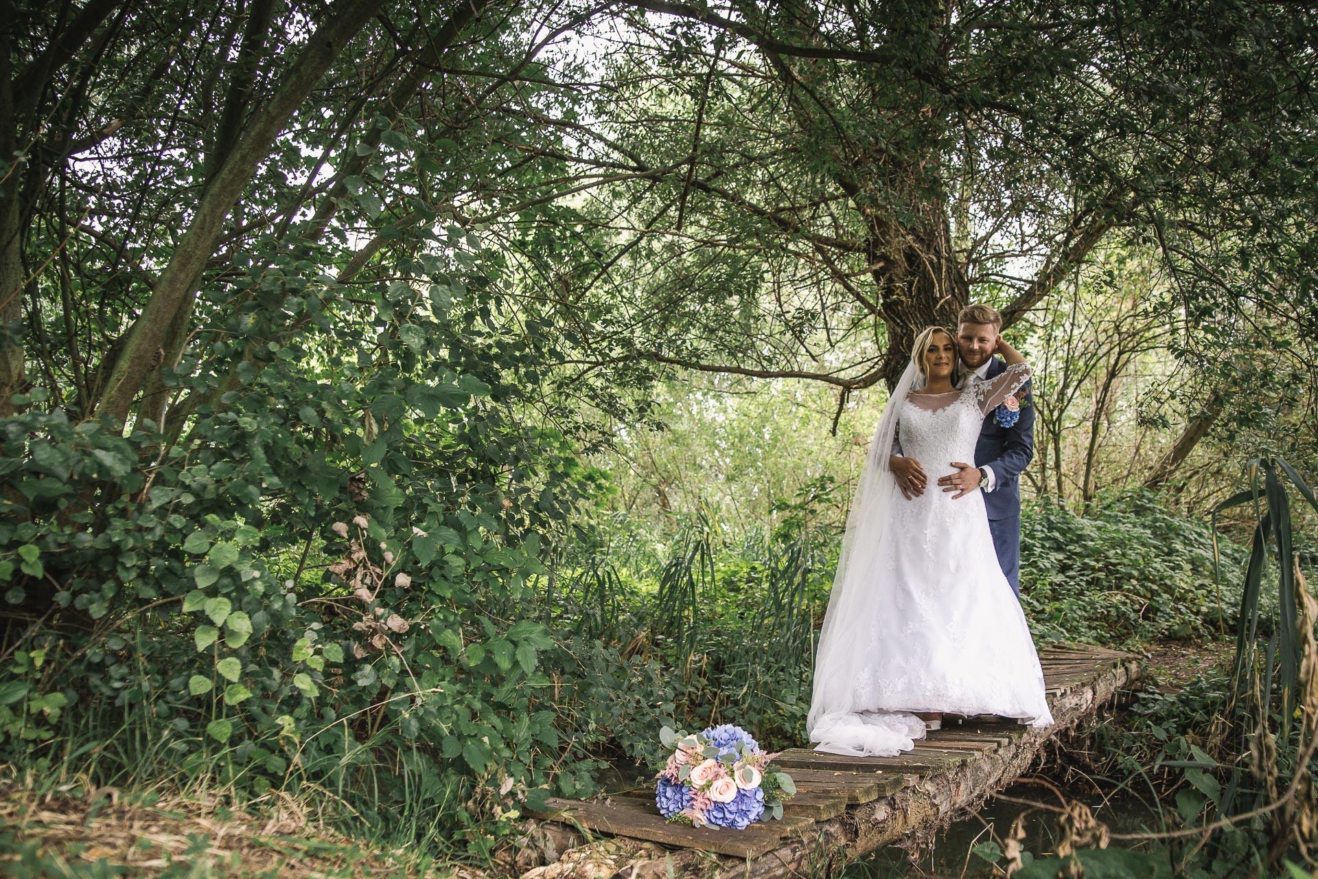 Svatební-fotograf-zámecký-park-Měšice-Svatba-Měšice-u-Prahy-7841