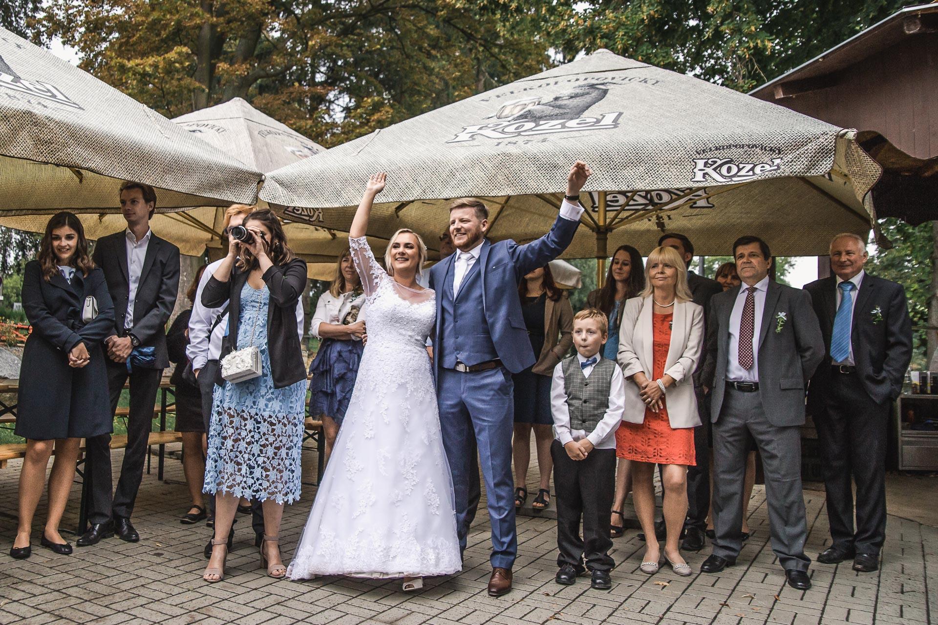 Svatební-fotograf-zámecký-park-Měšice-Svatba-Měšice-u-Prahy-8093