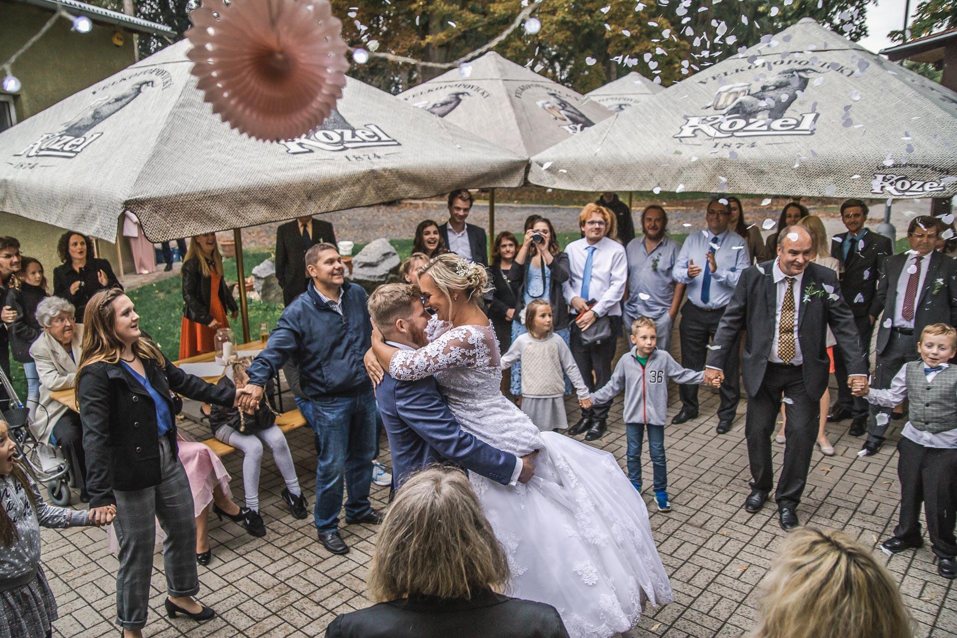 Svatební-fotograf-zámecký-park-Měšice-Svatba-Měšice-u-Prahy-8129