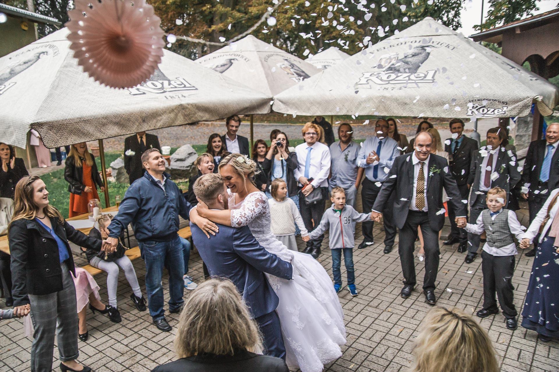 Svatební-fotograf-zámecký-park-Měšice-Svatba-Měšice-u-Prahy-8130
