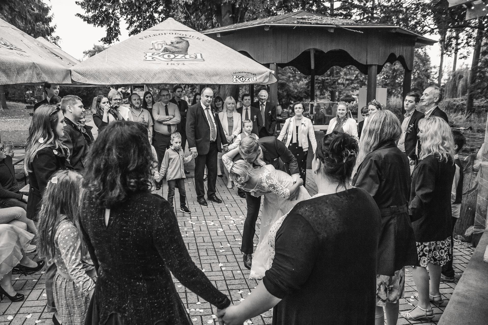 Svatební-fotograf-zámecký-park-Měšice-Svatba-Měšice-u-Prahy-8163