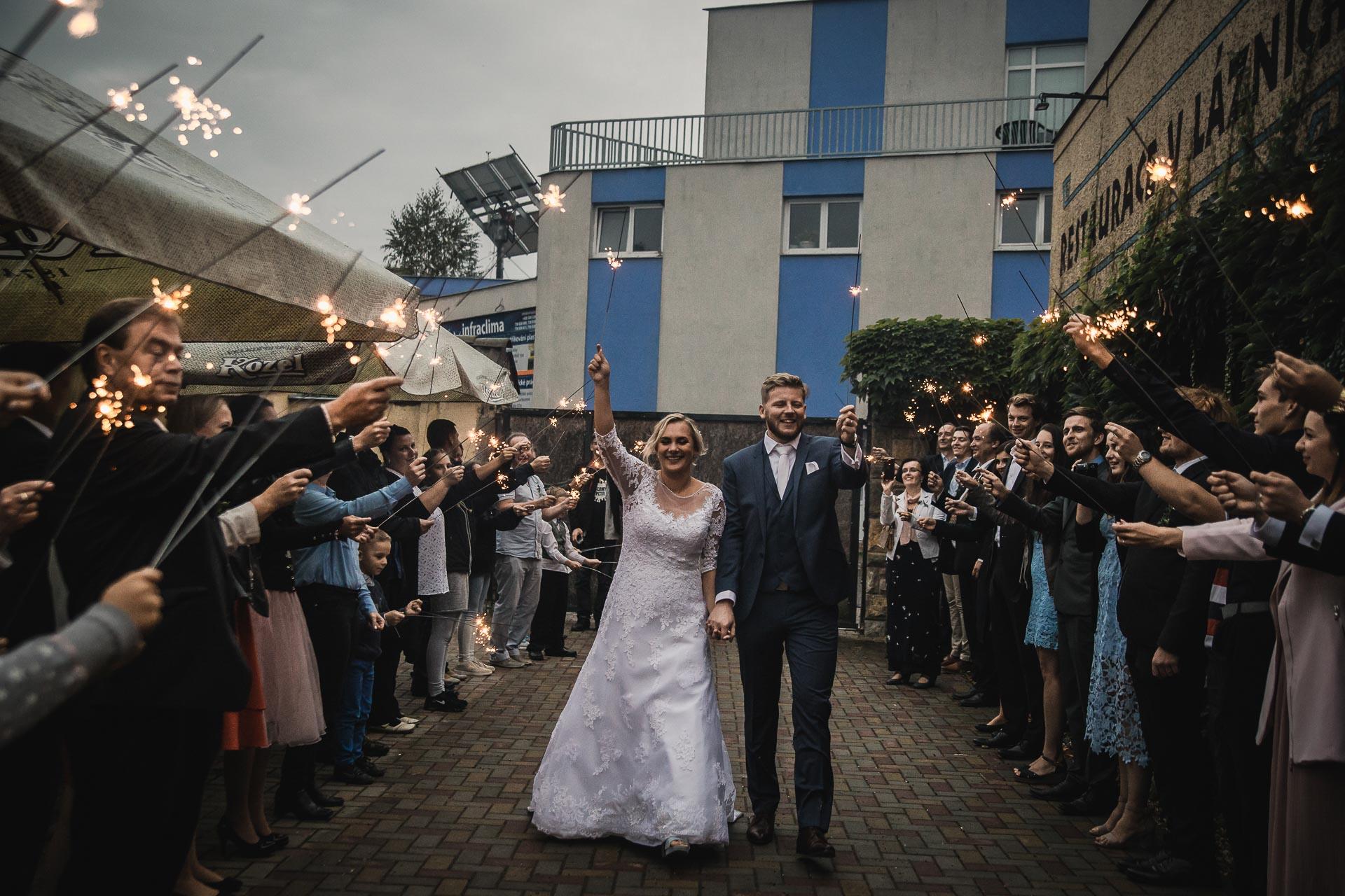 Svatební-fotograf-zámecký-park-Měšice-Svatba-Měšice-u-Prahy-8347
