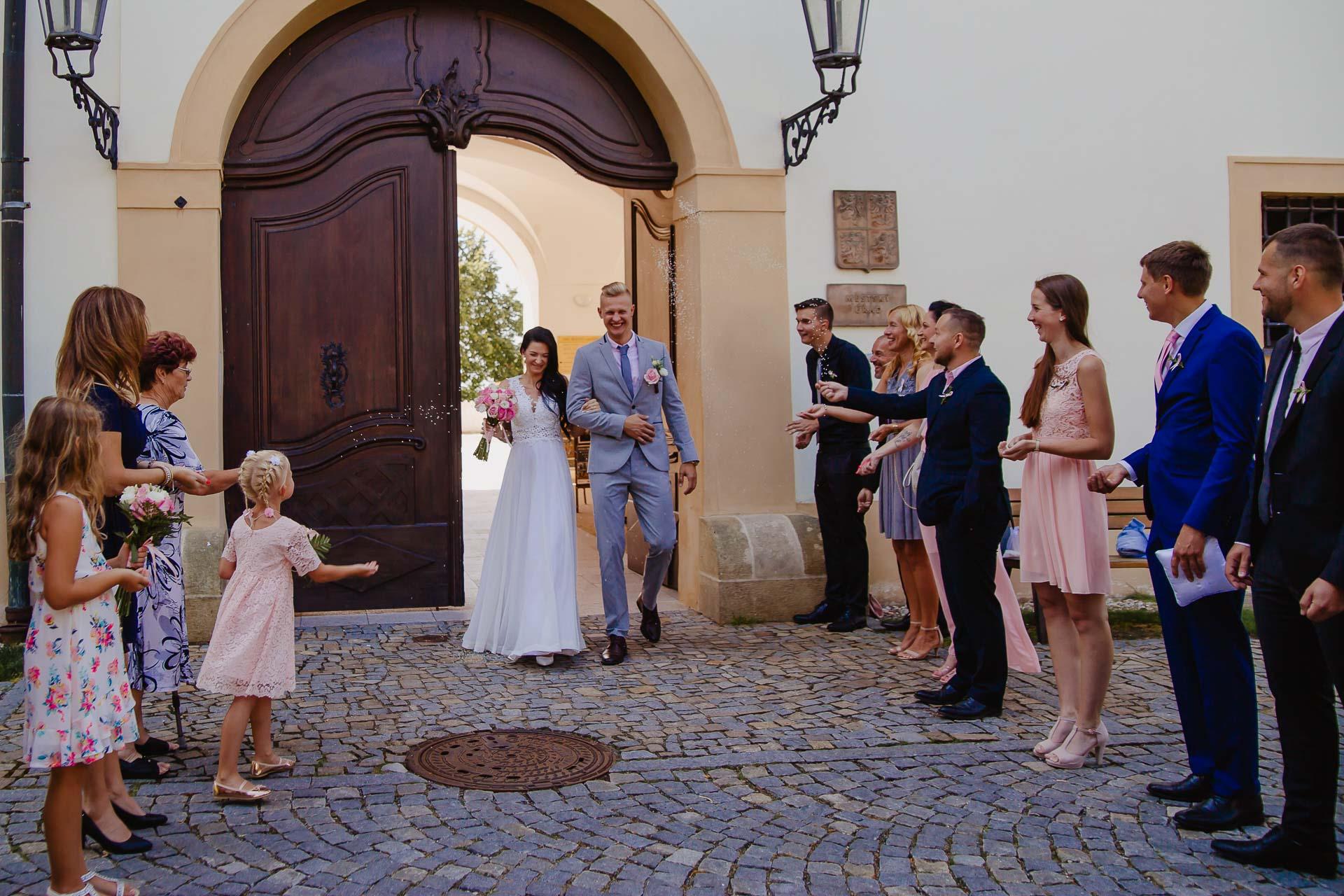 svatební-fotograf-zámek-Benátky-nad-Jizerou-Praha-71