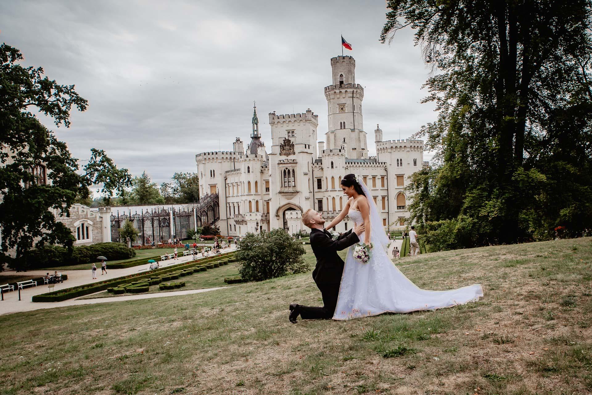svatební-fotograf-zámek-Hluboká-0824