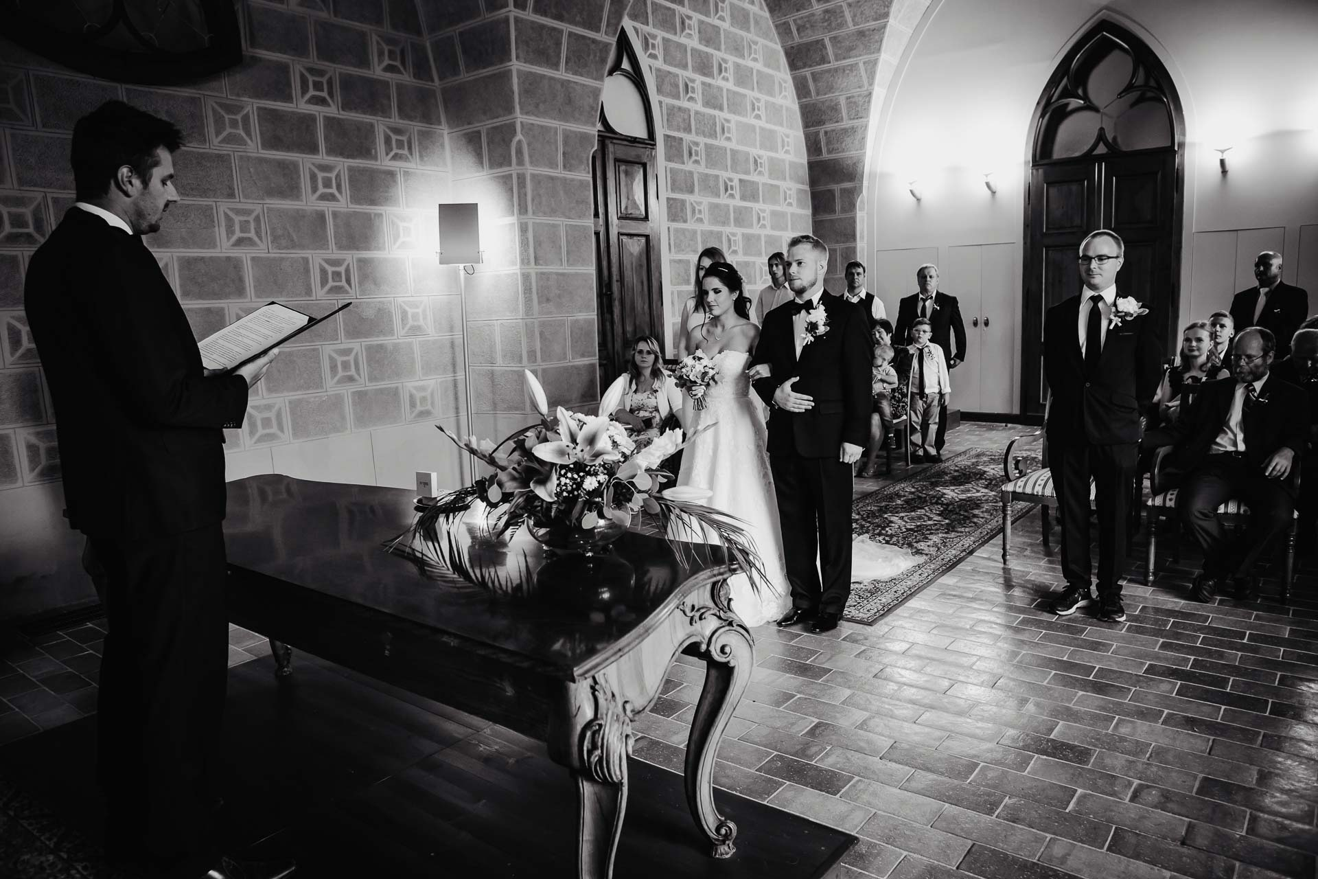 svatební-fotograf-zámek-Hluboká-2-2