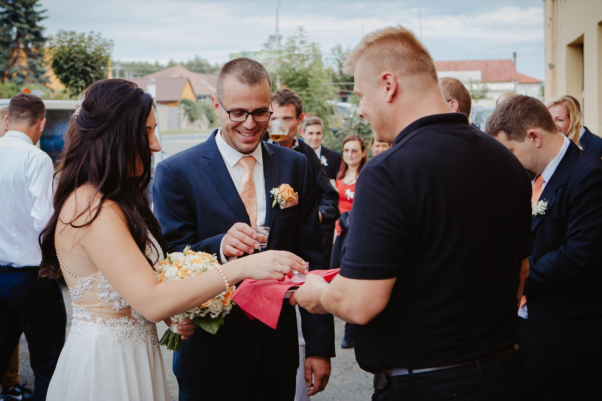 svatební-fotograf-zámek-Kačina-svatebni-fotograf-Kutná-Hora-333