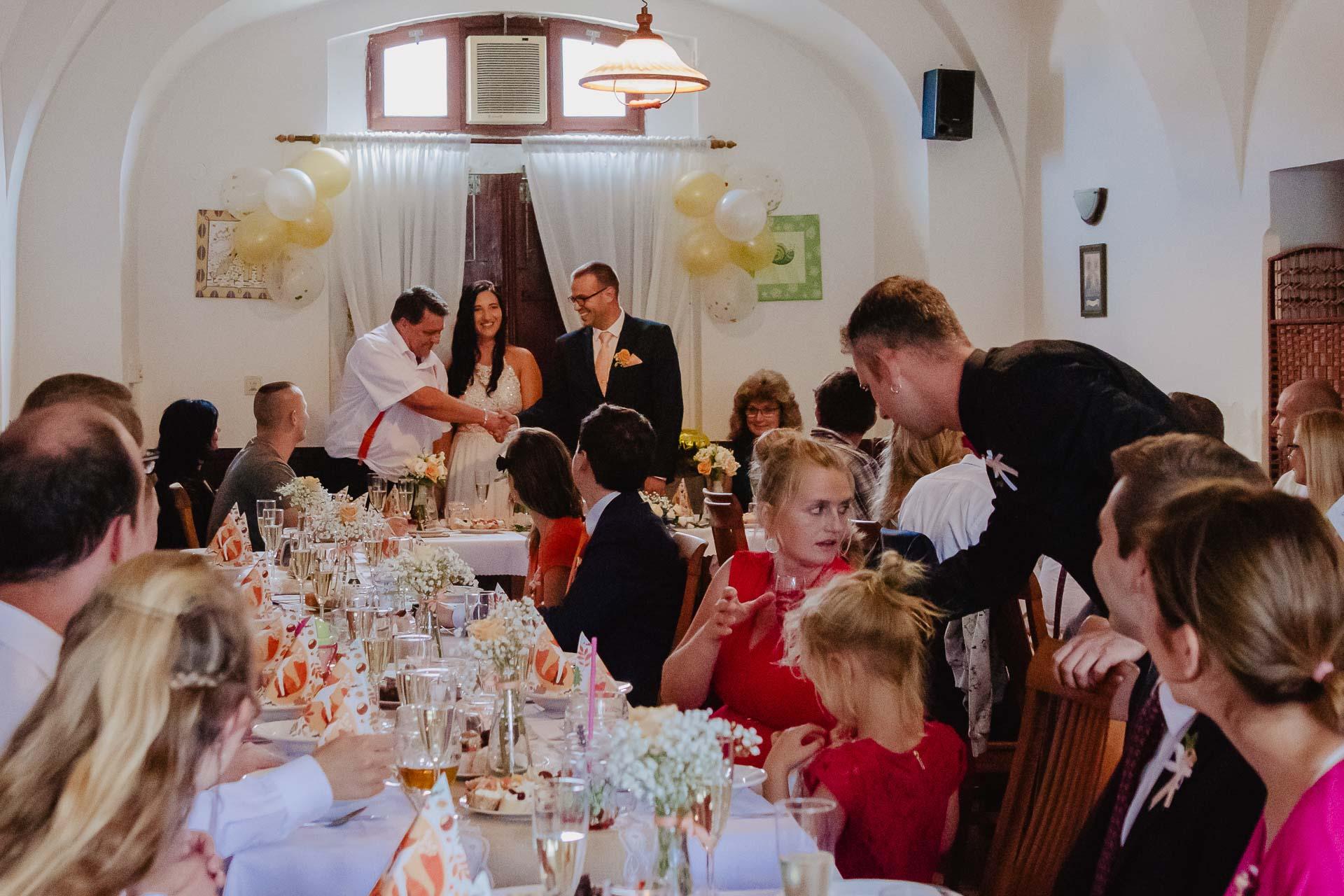 svatební-fotograf-zámek-Kačina-svatebni-fotograf-Kutná-Hora-354