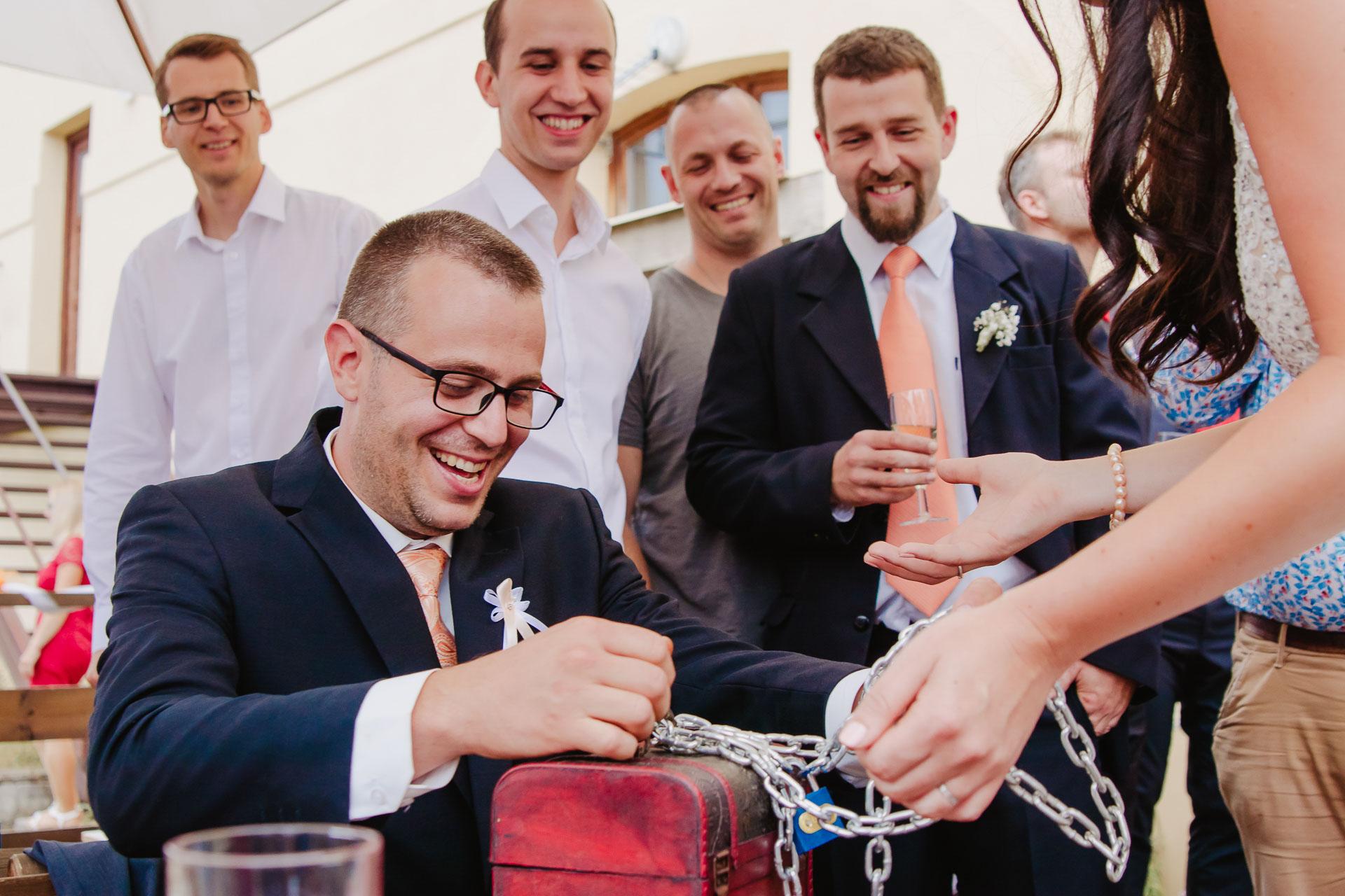 svatební-fotograf-zámek-Kačina-svatebni-fotograf-Kutná-Hora-426