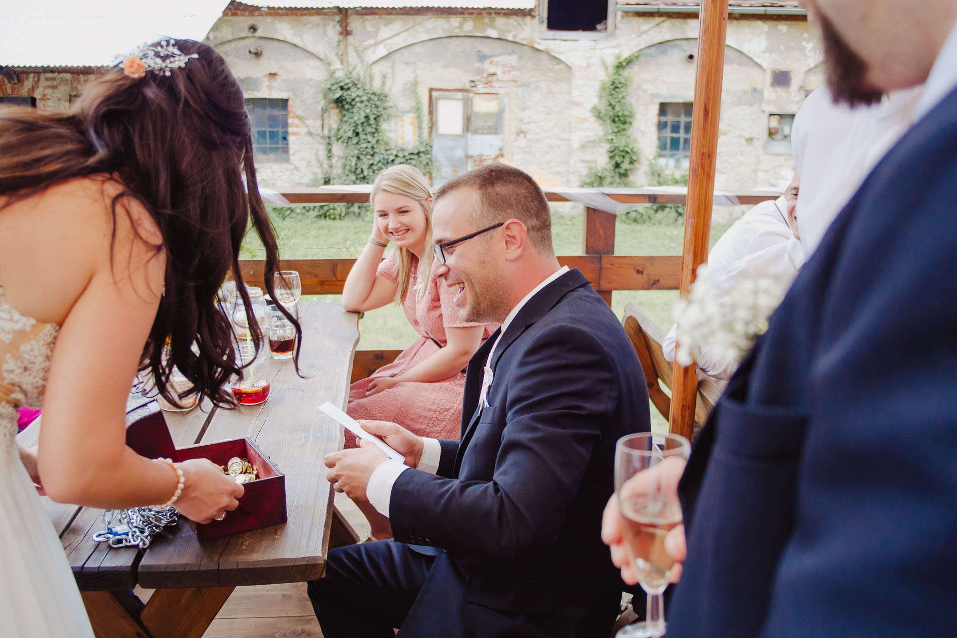 svatební-fotograf-zámek-Kačina-svatebni-fotograf-Kutná-Hora-427